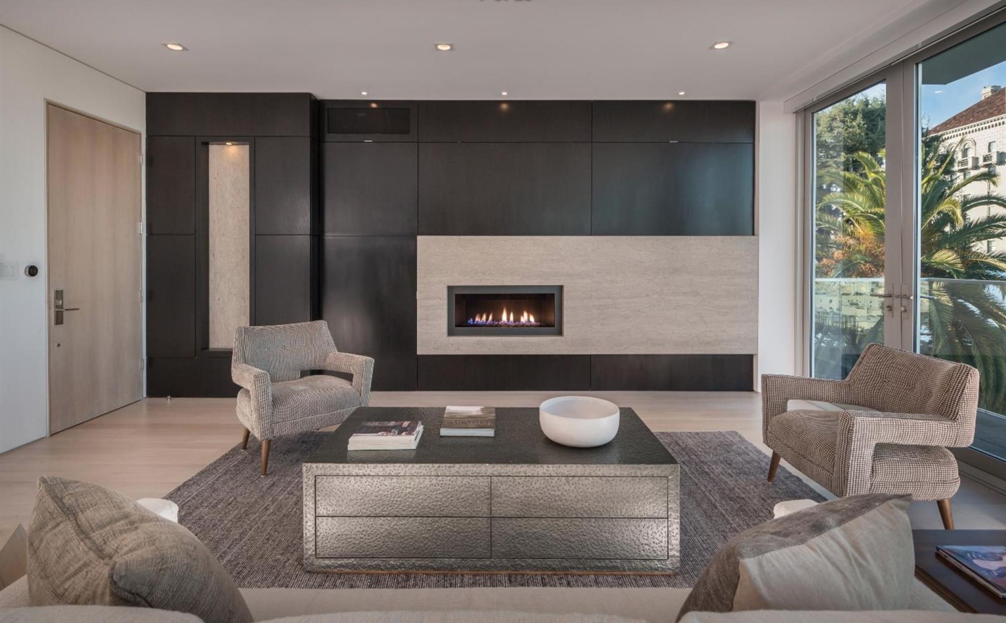 2062 Jackson St - Living Room