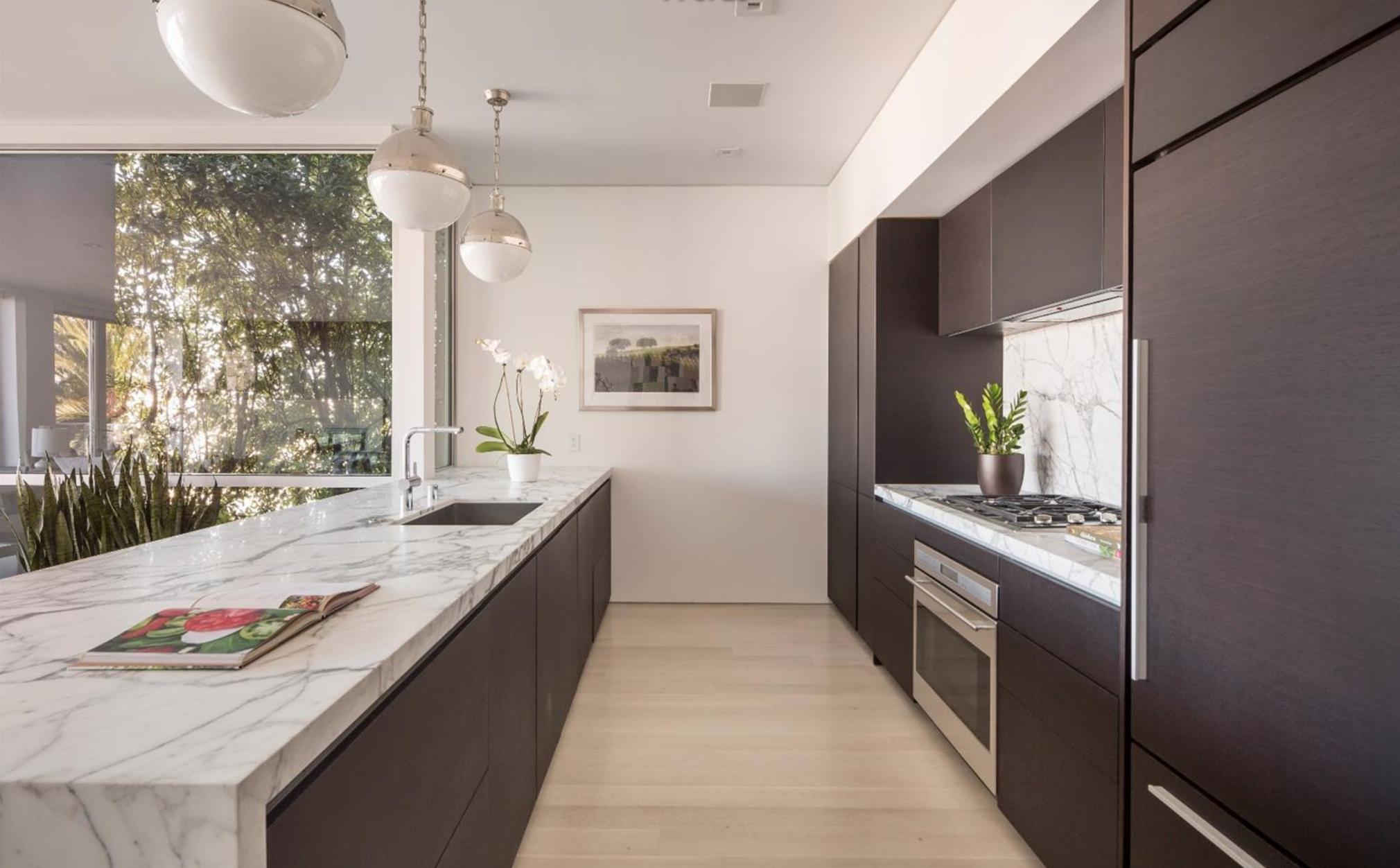 2062 Jackson St - Kitchen