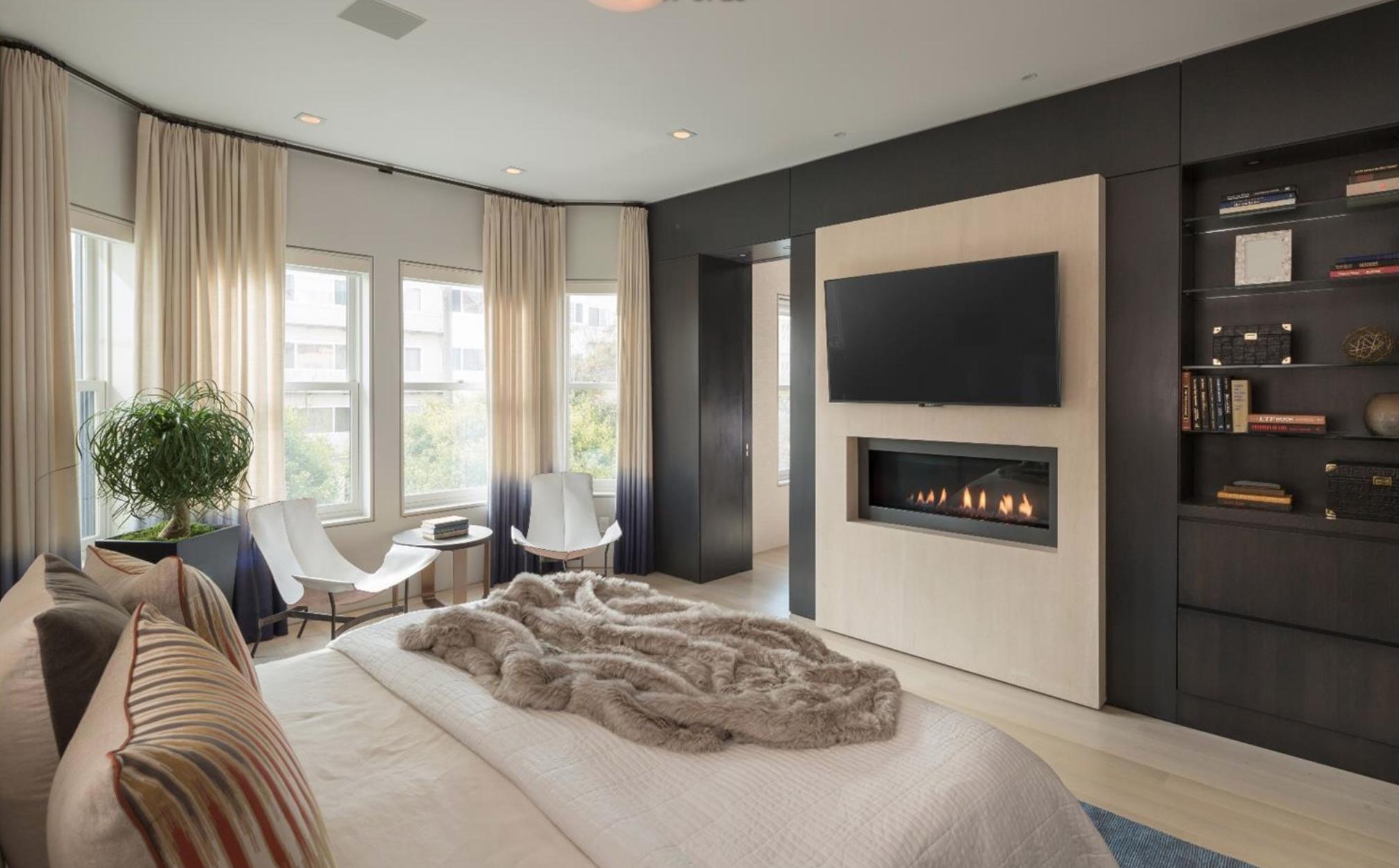 2062 Jackson St - Master Bedroom Suite