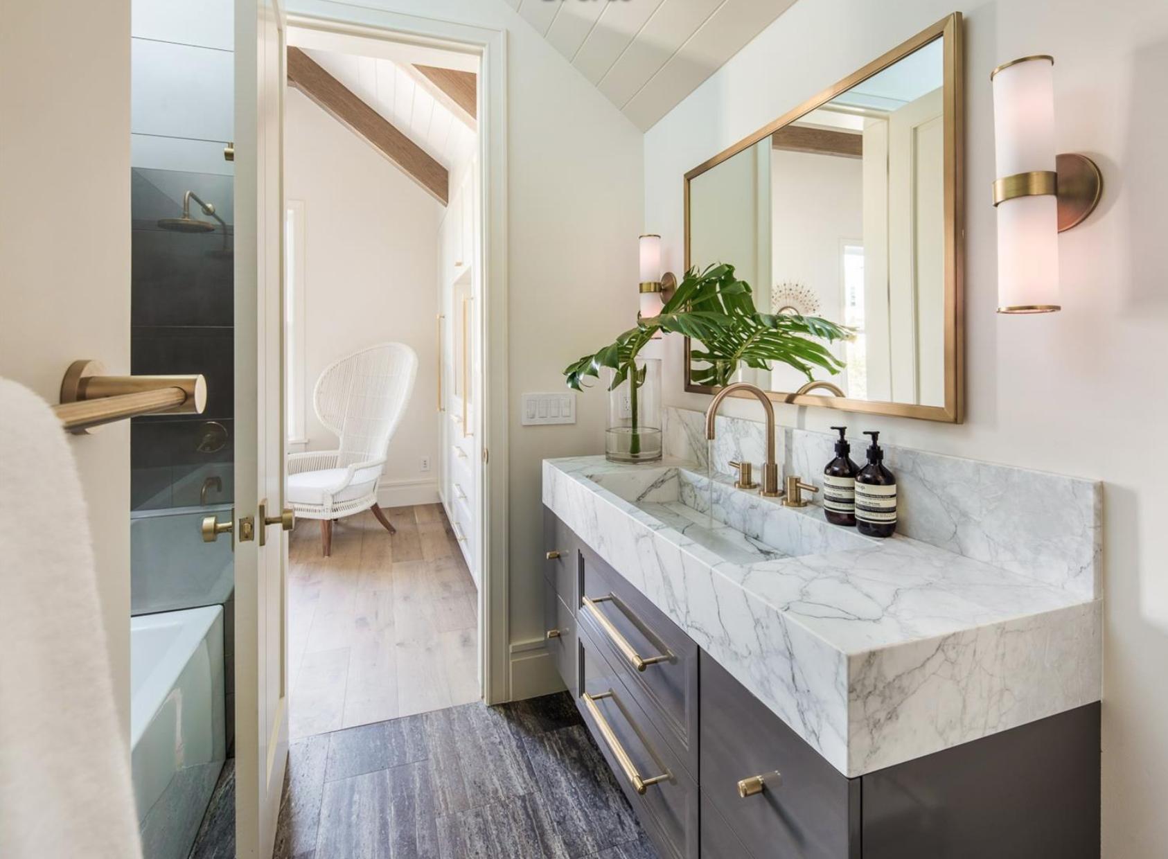 2761 Pine Street - Guest Bathroom