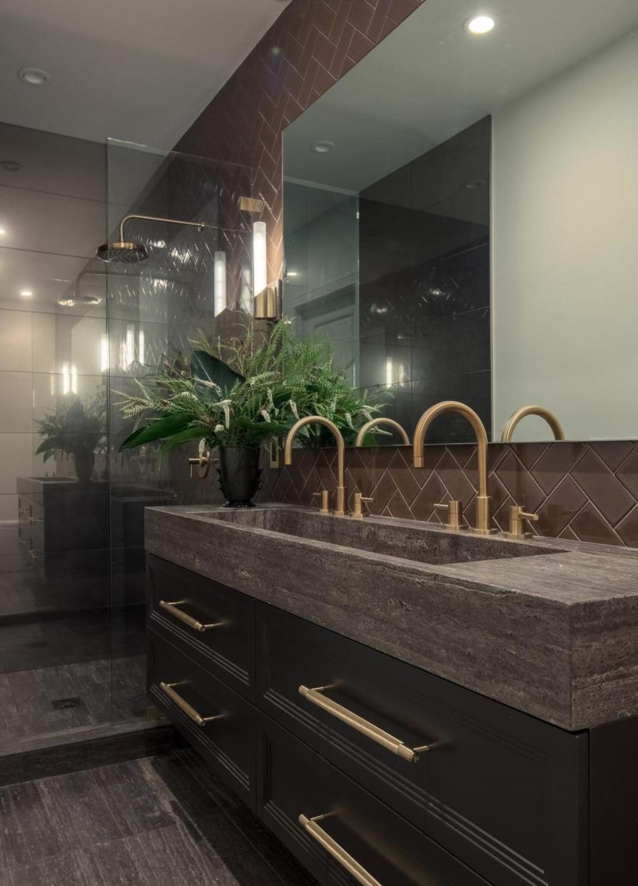 2761 Pine Street - Guest Suite Bathroom