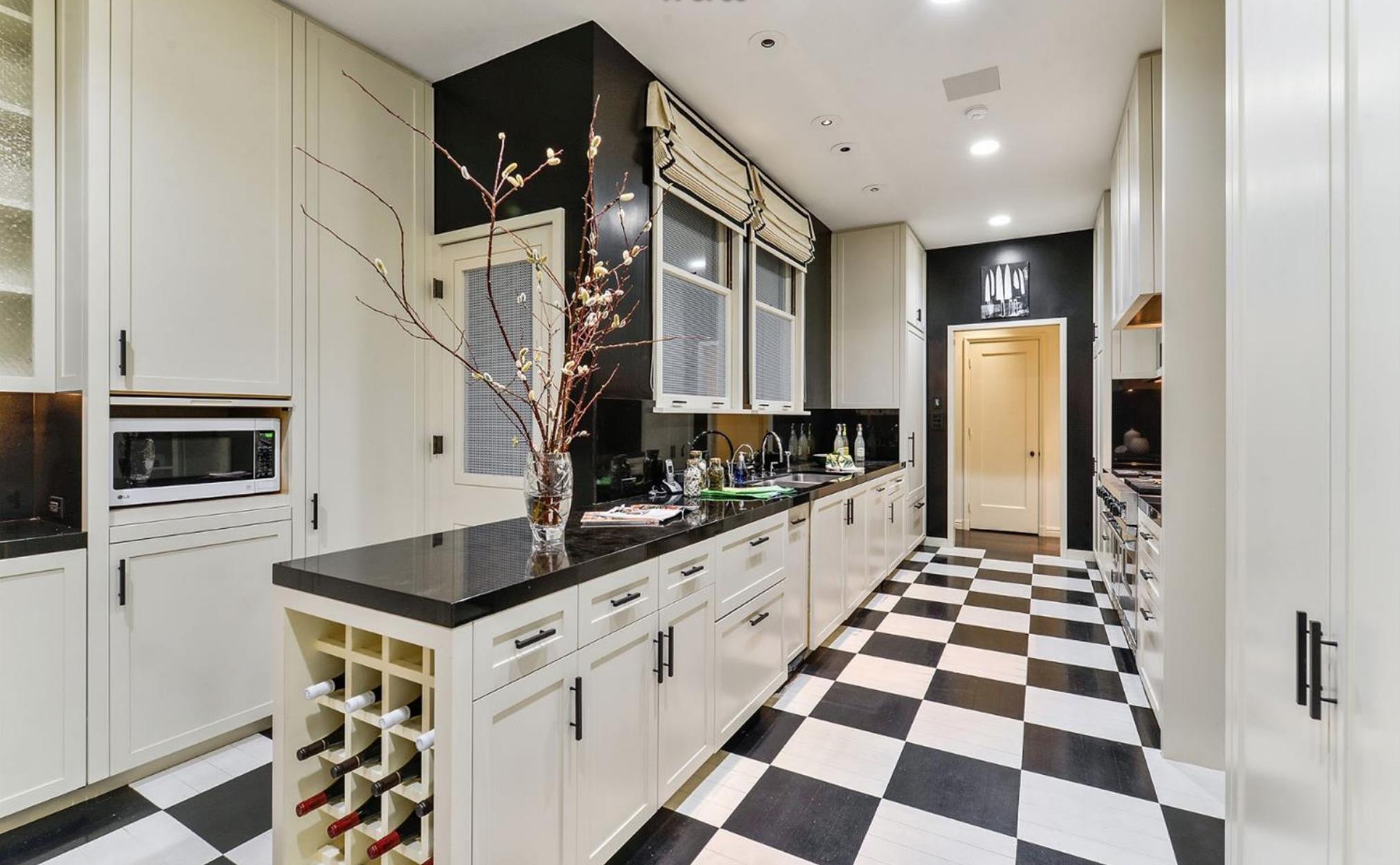 2050 Jackson Street - Kitchen