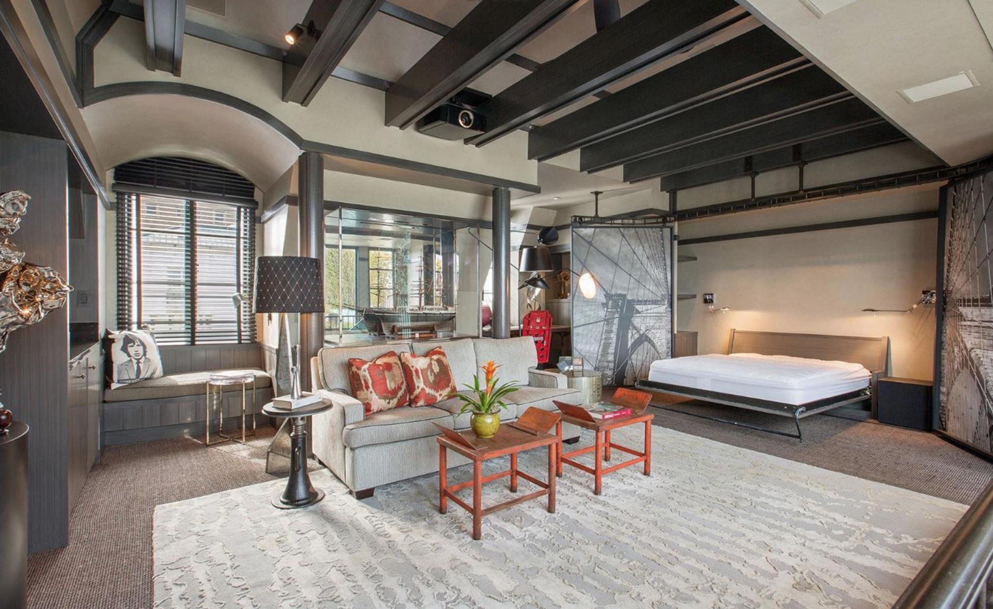 2050 Jackson St - Upstairs Lounge