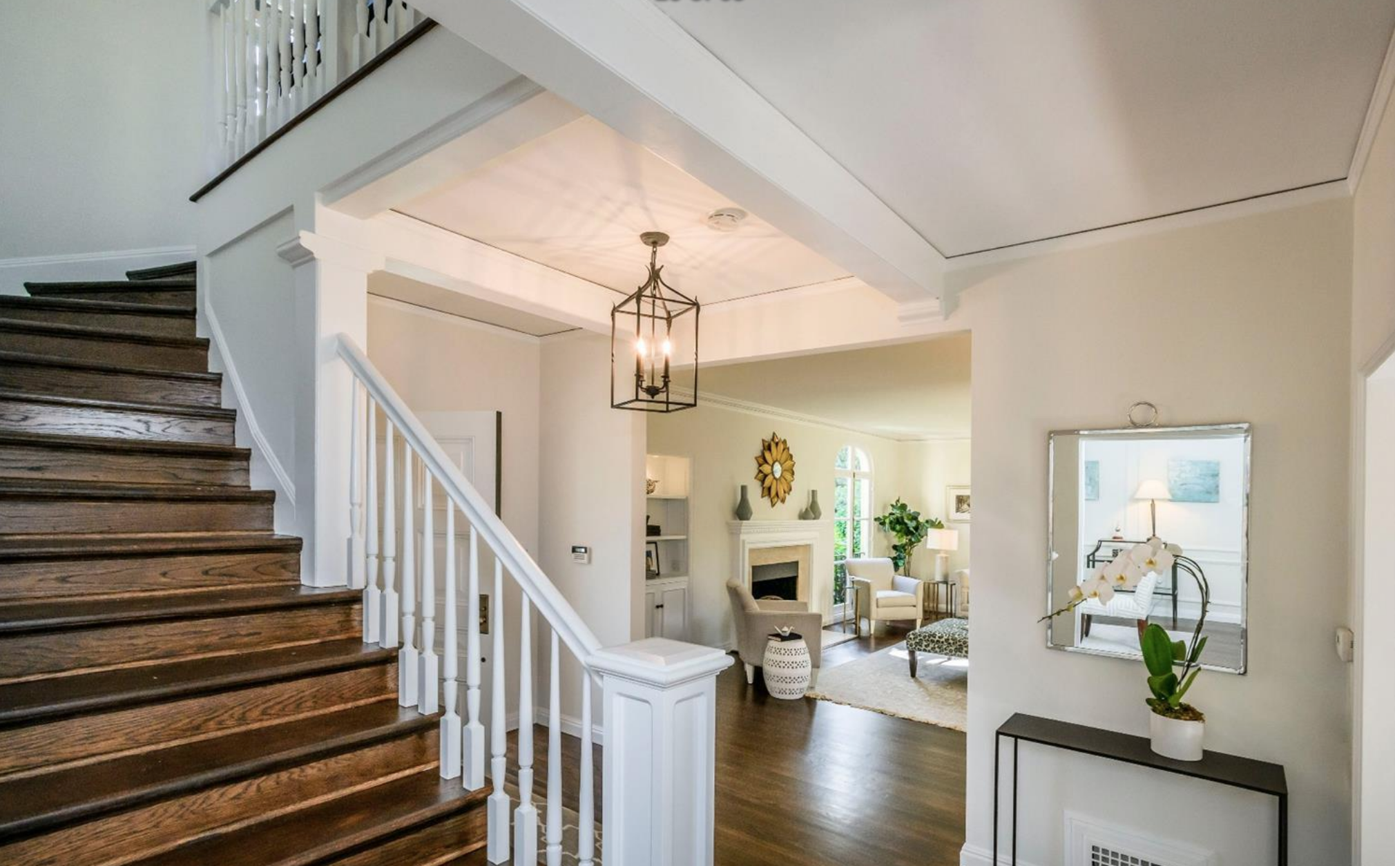 15 Sea Cliff Ave - Staircase