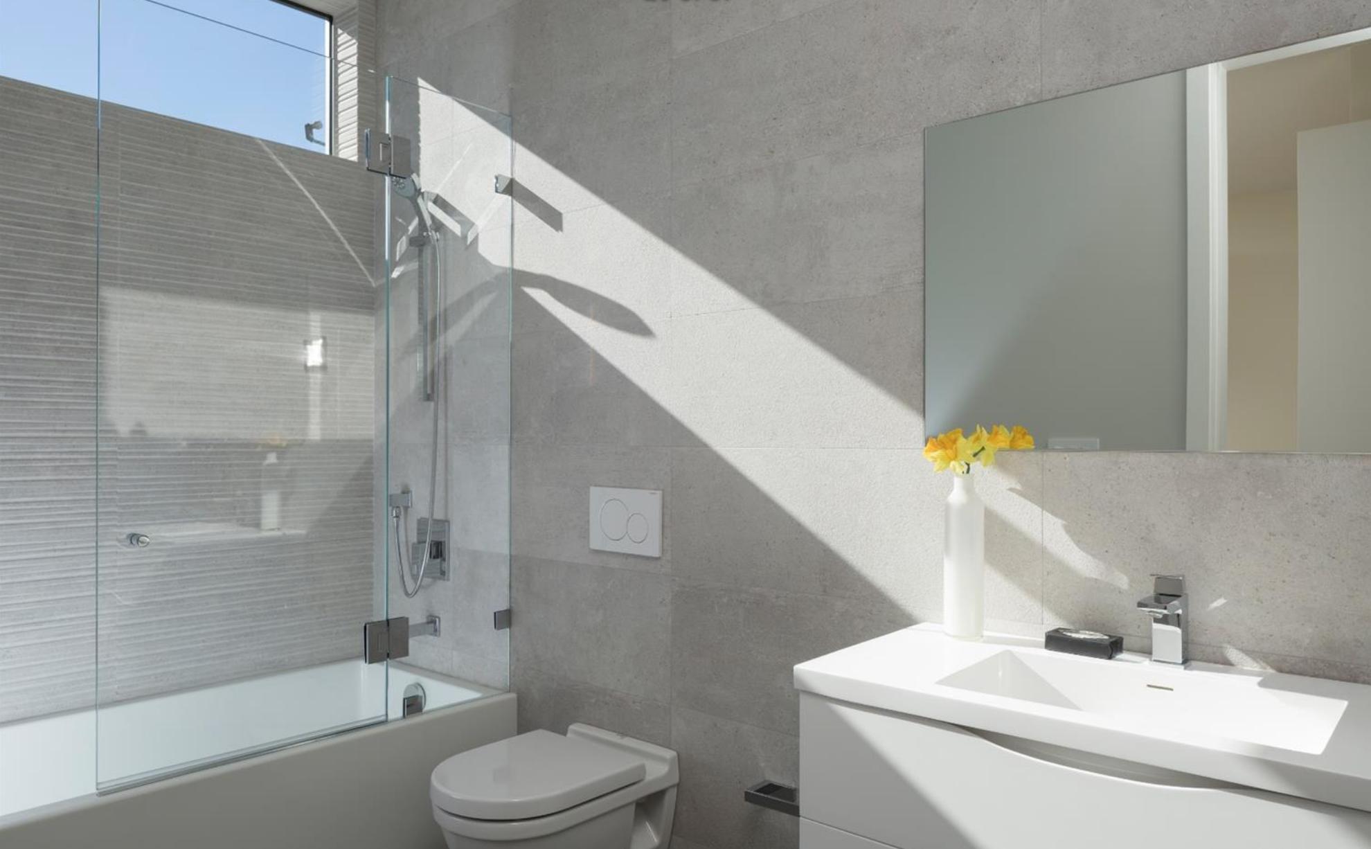 1735 Lyon Street - Bathroom