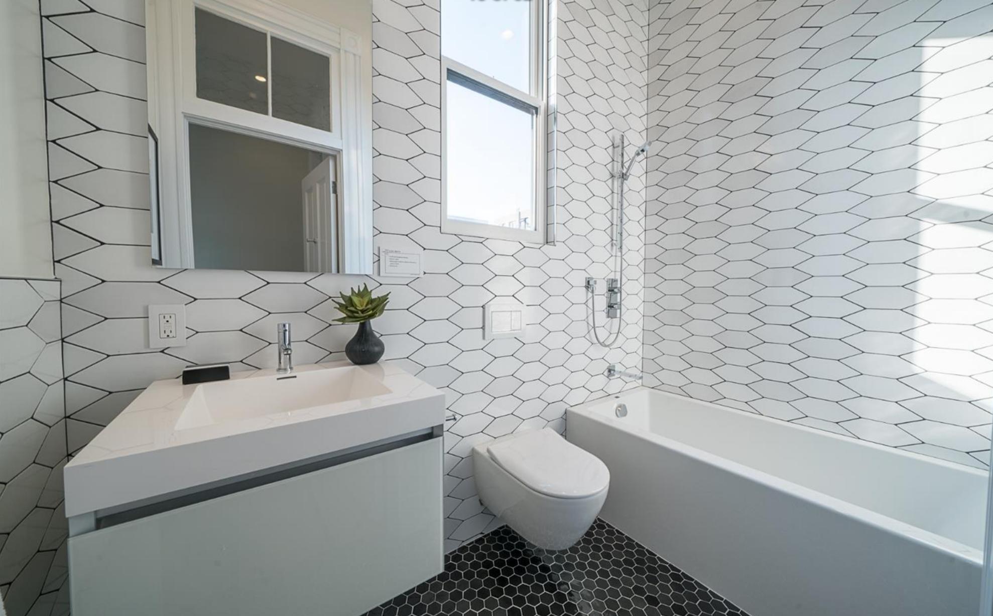 3014 California St - Bathroom