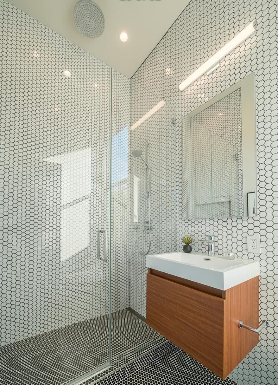 3014 California St - Guest Bathroom
