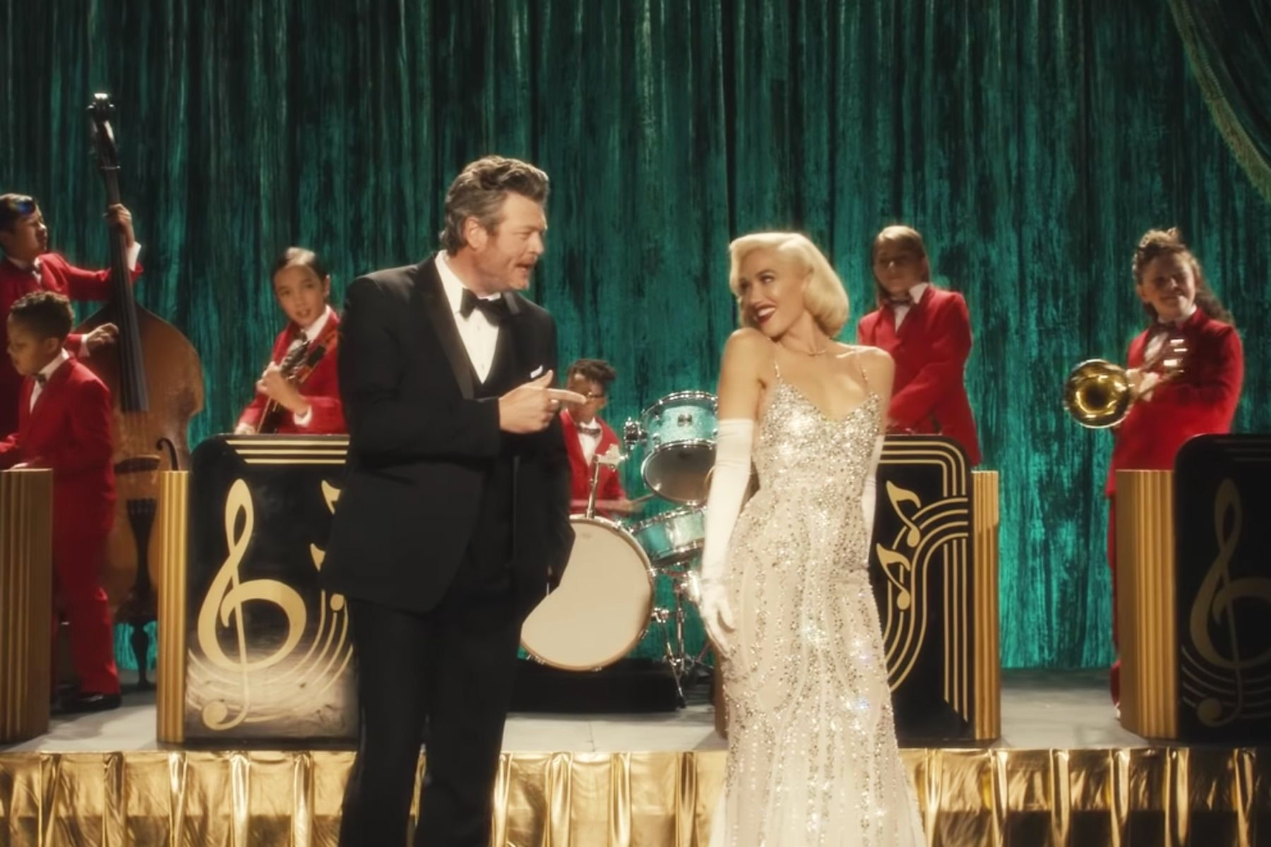 GWEN-BLAKE_YOU+MAKE+IT+FEEL+LIKE+CHRISTMAS+1.jpg