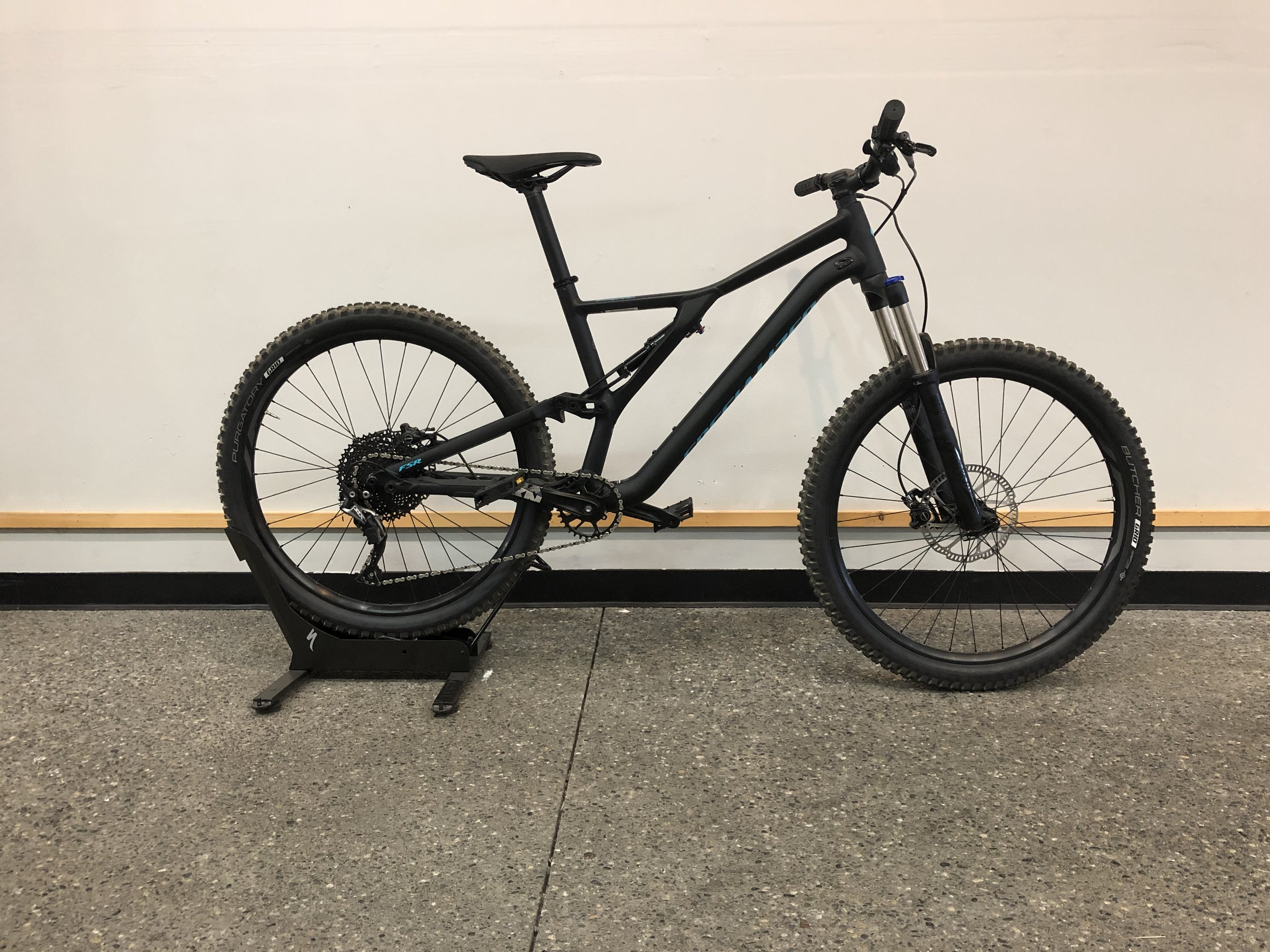 2019 Specialized Stumpjumper ST 27.5 $1850 - Sizes Available : Medium, Large, XL