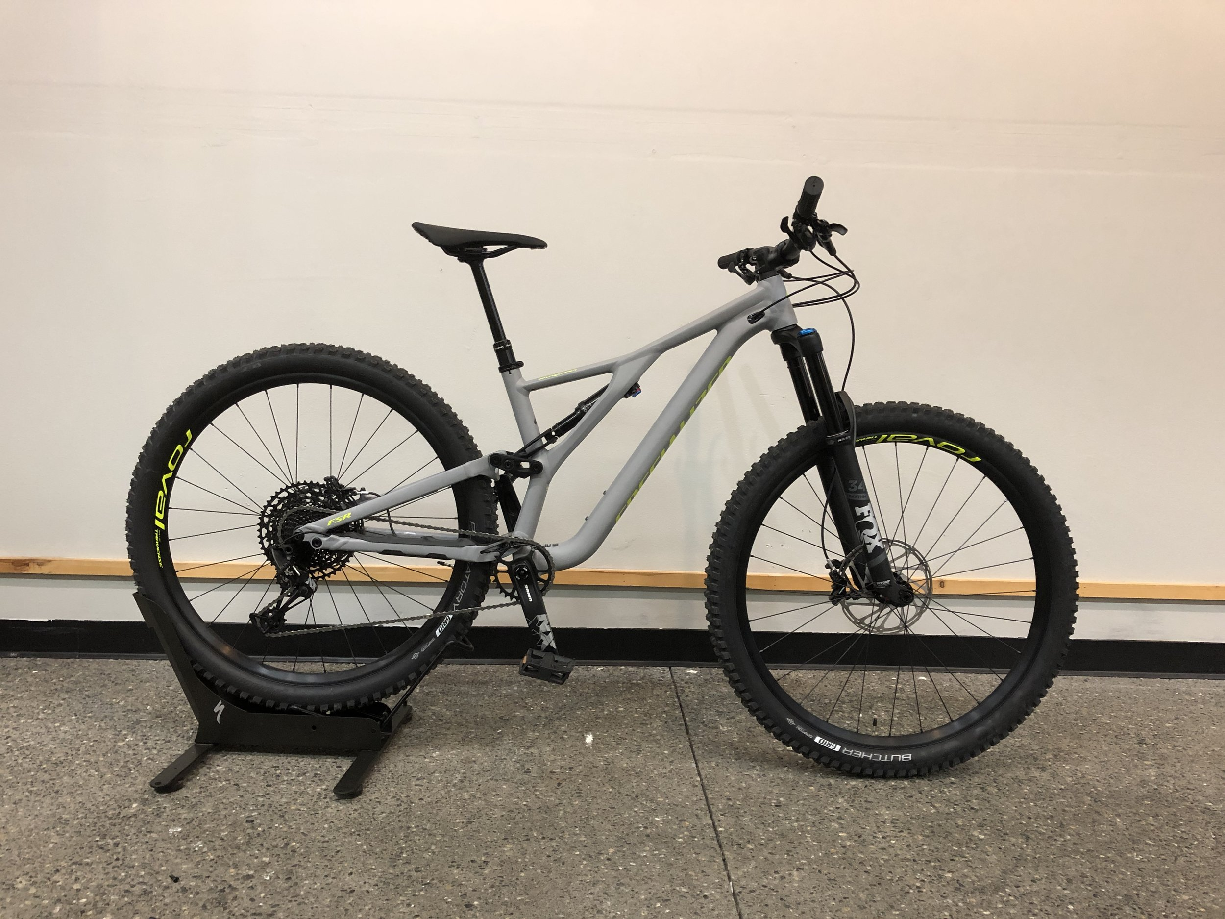 2019 Specialized Stumpjumper Comp 29 $3320 Demo Available - Sizes Available : Large