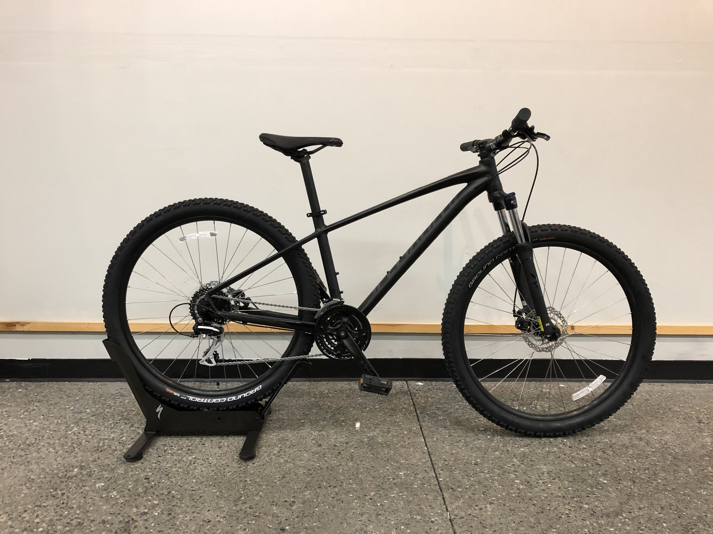 2019 Specialized Pitch Sport - $625Sizes Available : Medium, LargeWe are happy to order you any size or model you need.