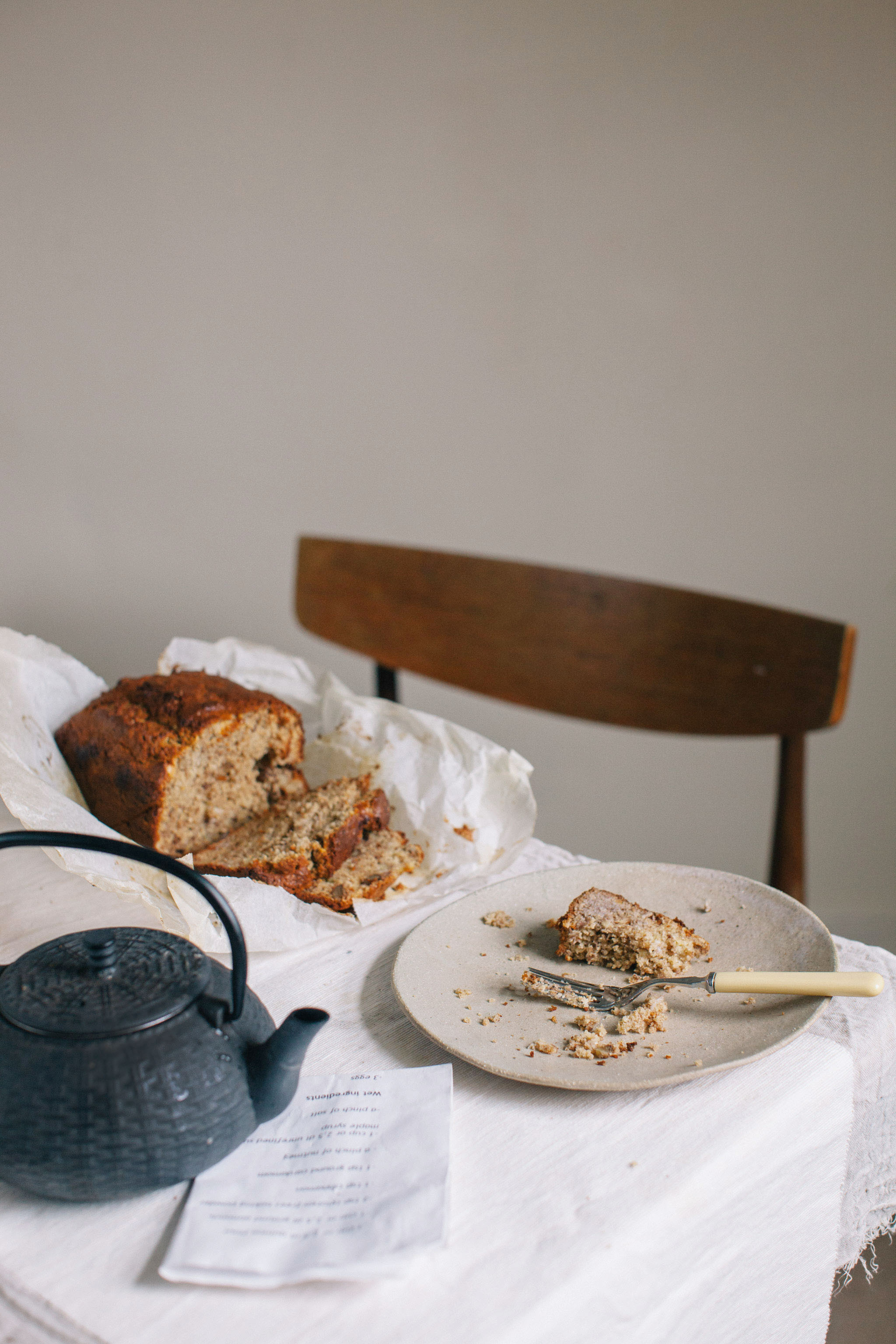 Easy gluten free banana bread made with quinoa flour and ground almonds. Retreat // Food and lifestyle blog based in Sussex. Photography by Emma Gutteridge.