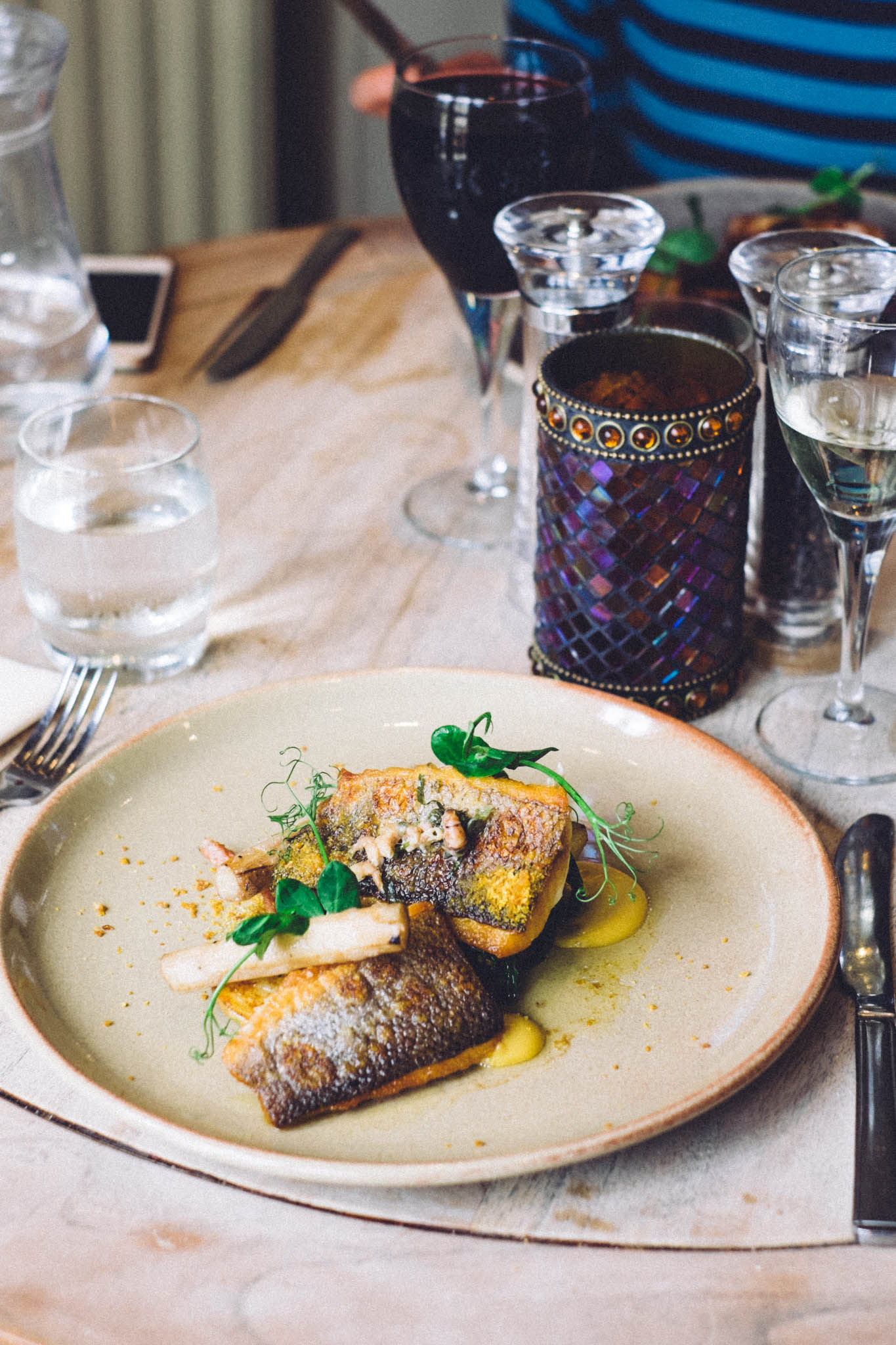 Places to Eat Near Chichester. The Earl of March - a traditional country pub offering fine food located near Goodwood. Photography by Emma Gutteridge for Retreat blog.