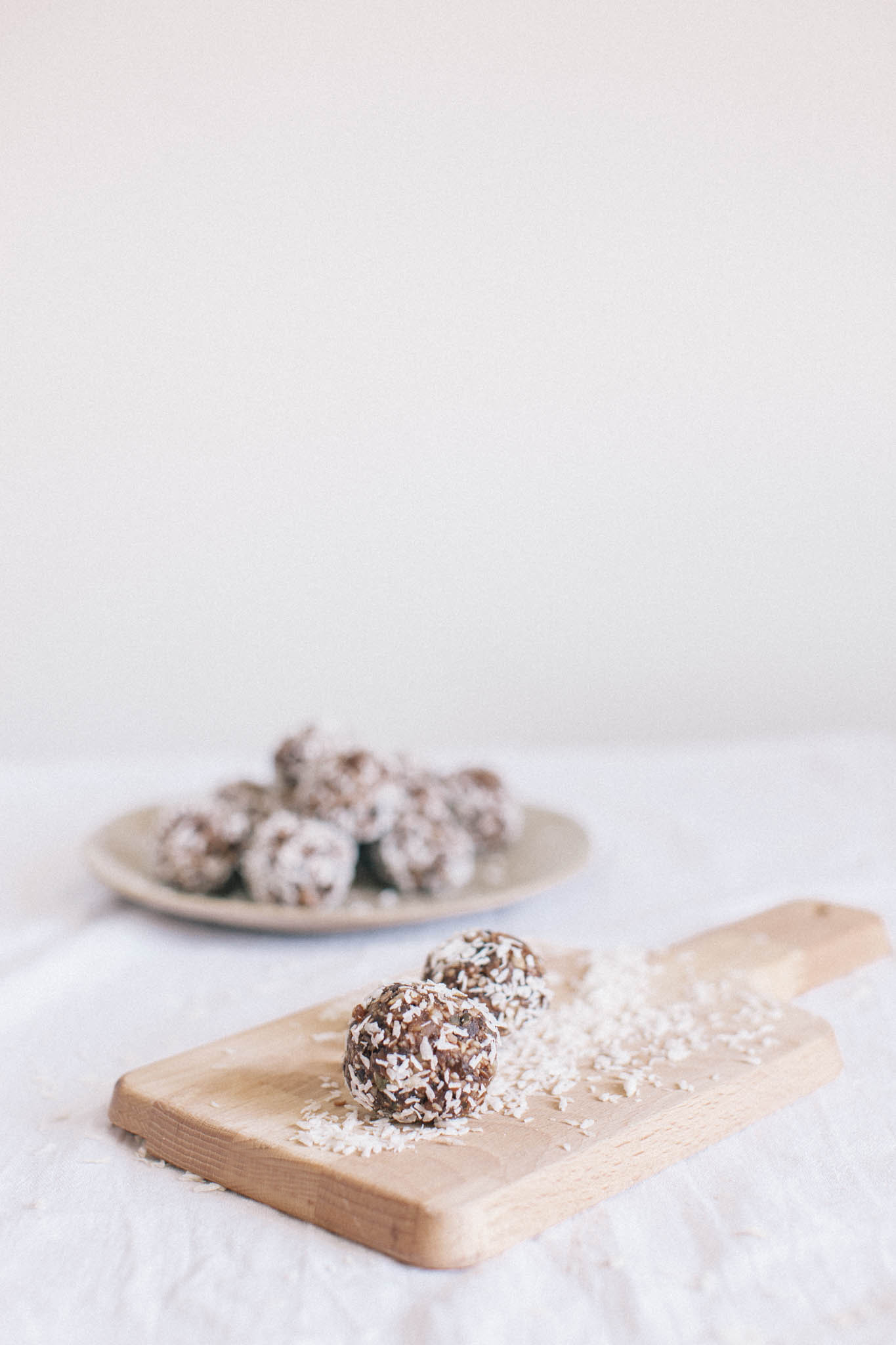 Quick and easy lemon energy nut and seed ball recipe. A quick and easy snack which is good to your blood sugar and will fend off 4pm slumps. Retreat // A food and lifestyle blog for busy people.