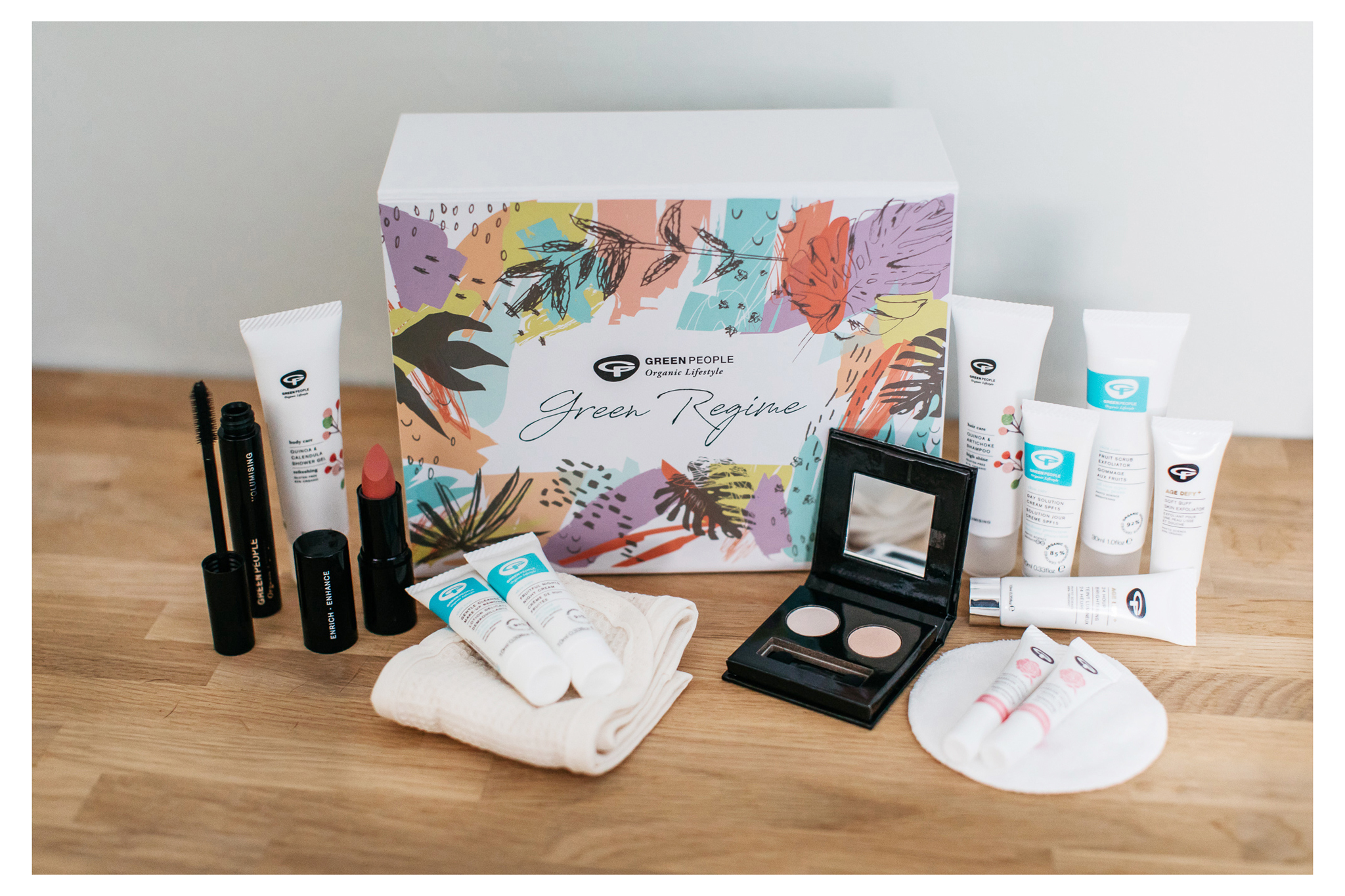 The Green People Green Regime advent calendar box is a great way to try new natural, organic and cruelty free skincare to find out what works for you. Retr~eat blog.