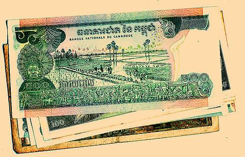 Currency notes used in Cambodia before 1975.  Stephen/Flickr . CC BY-NC-ND 2.0