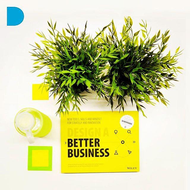 Queremos compartir con ustedes uno de los libros que nos han ayudado a entender mas sobre como mejorar e impulsar esta plataforma. Design a Bettter Business es un libro que nos introduce de una forma amigable y muy gráfica  en la estructura de pensamiento del Design Thinking: Una metodología de modelación de ideas que permite generar innovación para nuevos negocios, en los procesos operativos y de producción de las empresas y lo más importante para revolucionar los procesos creativos de las personas para la solución de problemas de todo tipo. ••• Este libro es una valiosa guía para todos aquellos que quieren aprender a modelar y diseñar negocios innovadores, sólidos y duraderos, pero también para todas esas personas que desean mejorar sus habilidades como profesionales creativos y co-creadores. ••• Te recomendamos soltar el lápiz por un momento y  leer este libro para tener una mente más estratégica como arquitecto o diseñador, para crear métodos y sistemas en tu trabajo o empresa que te permitan tener mejores resultados en tus proyectos, y sobre todo para que abordes las problemáticas de tu día a día con una visión estratégica e innovadora. ••• El recurso de hoy es recomendado por @roko.design. ••• Quieres tener acceso a más herramientas y recursos que te hagan crecer como profesional del diseño y la arquitectura? Suscríbete al boletín de contenidos en el link de nuestro perfil @interionica. ••• #design #innovacion #creatividad #emprendimiento #negocios #arquitectos #diseñadores #designabetterbusiness