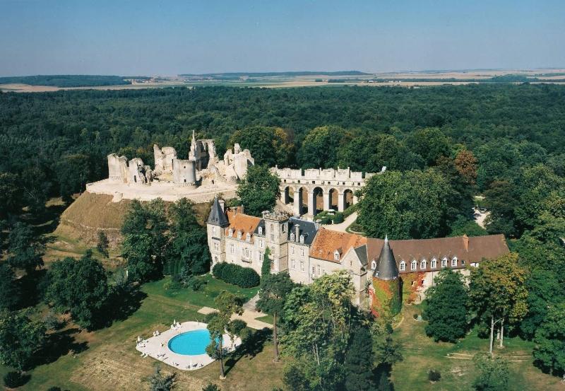 image via  Chateau de Fere