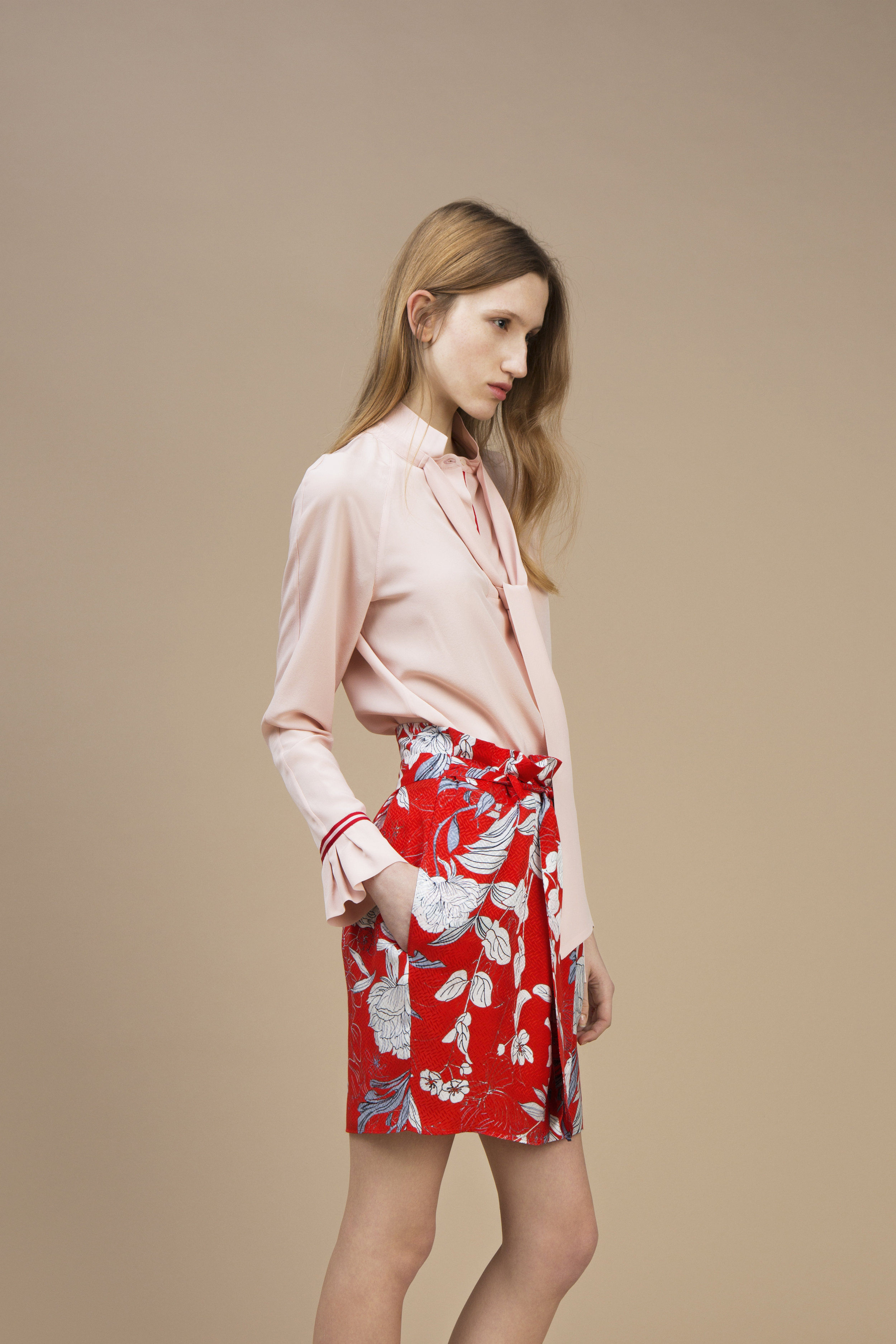 Crepe silk Ascot top — Soft Pink and Short waistband skirt in crepe silk - Red Carnation