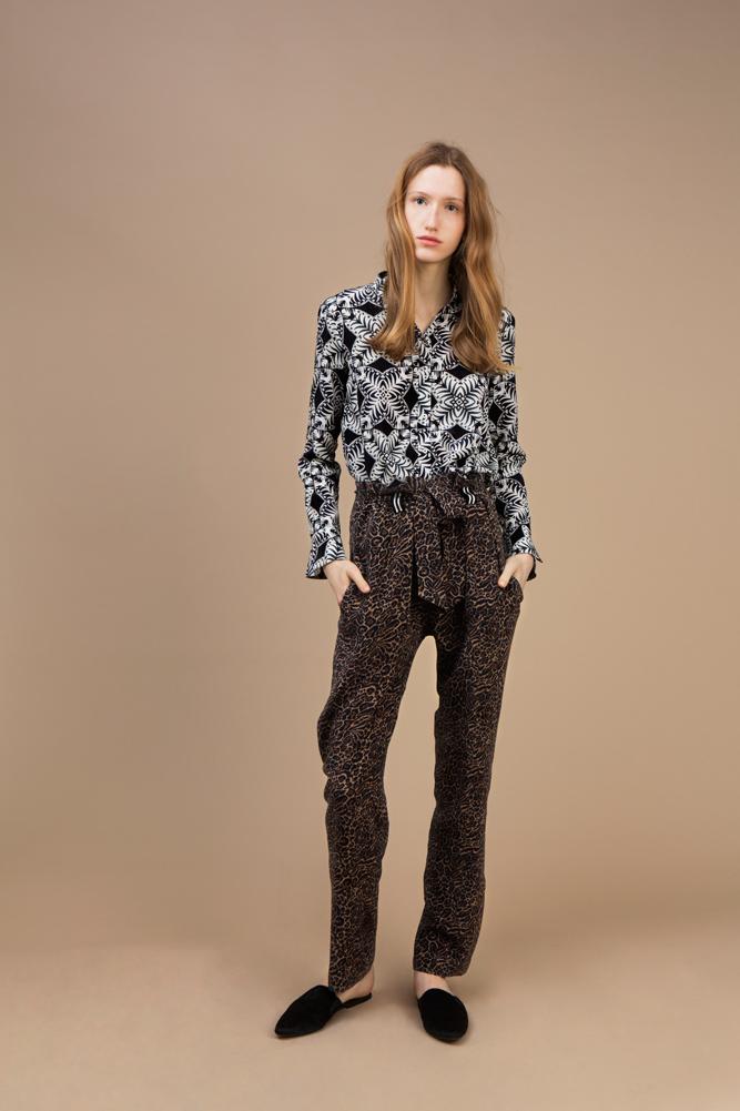 Crepe silk Officer collar shirt — Kaleidoscope and Highwaist pant in crepe silk — Wild Cat