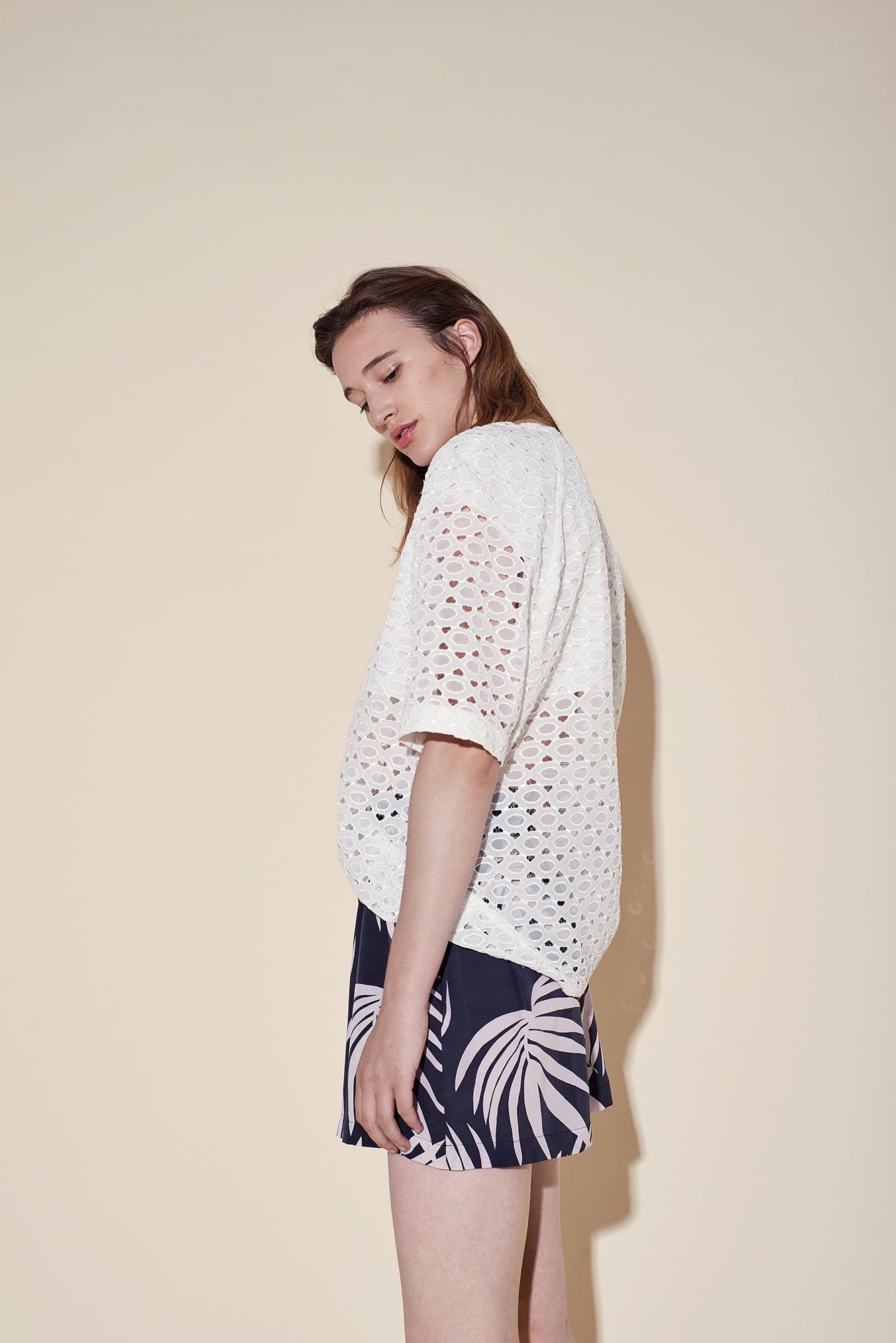 Short crepe silk tropical black – Elbow sleeves top silk broderie white