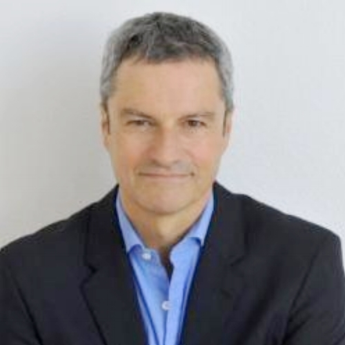 Gavin Esler keynote speaker
