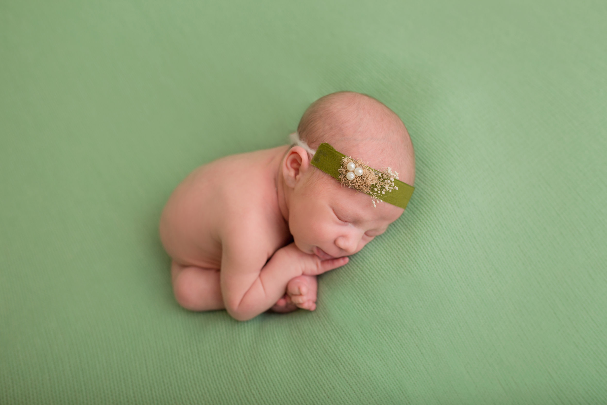 When is the ideal age for a newborn session? - Without a doubt within the first 7 days of life. By the time your baby reaches two weeks, they are already more alert and aware of their surroundings but we work with babies up to three weeks. They also wake up easier from sleep during their transitions.Enough said.