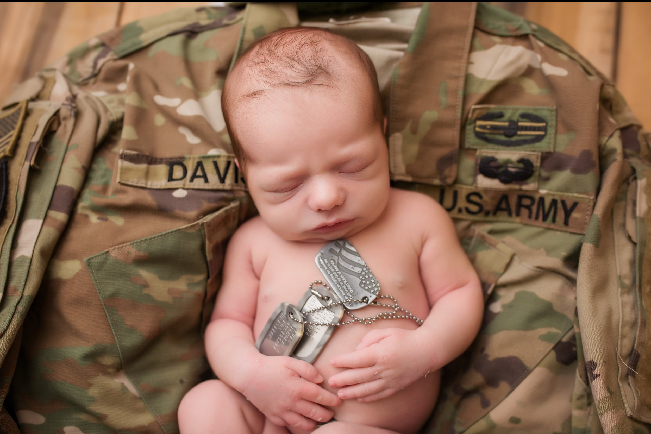 army newborn photo