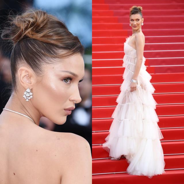 Bella Hadid in een jurk van Dior. Haar haren strak naar achteren bij de zijkanten en bovenop juist volumineus en zacht. Aan de achterkant is het losjes opgestoken. Aanbevolen product:  Give Me Hold Flexible Spray . Bron: Pinterest