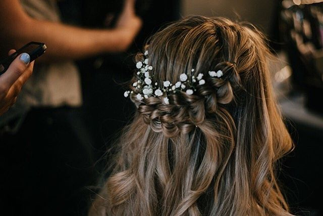 Had the most amazing time being a part of this wedding and bringing @alexa_lewis11 vision of her wedding hair to life! She looked absolutely gorgeous on her big day!❤️🎊 . . . . . #hairby_nikkip #losangeles #hairstylist #instahair #wedding #love #work #photooftheday #fun #blonde #art #hairofinstagram #beautiful #instagood #styling #babe #goals #love