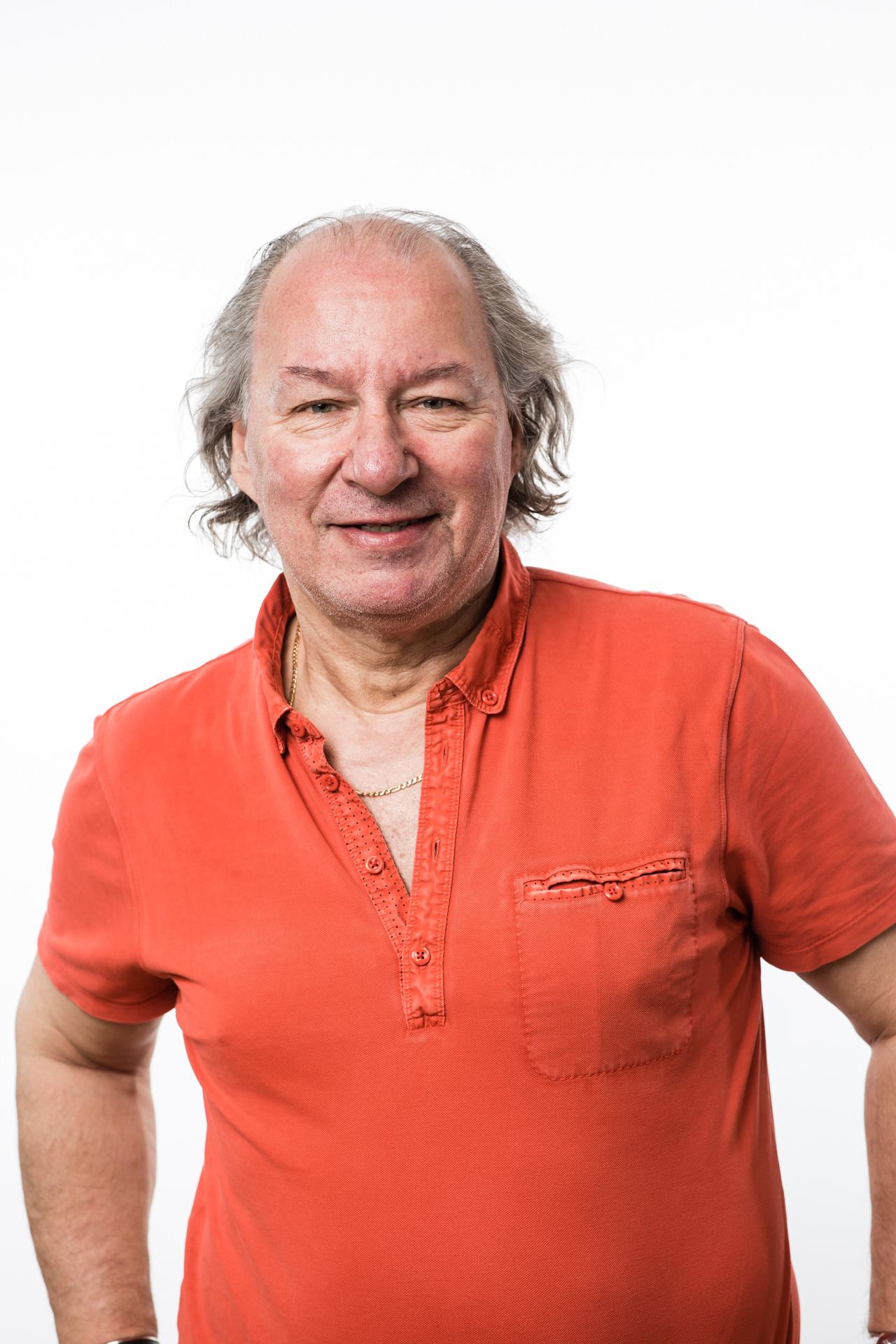 Knut Meiner  Arbeidende styreformann  knut@komon-stageway.no  Tlf (+47) 907 53 340