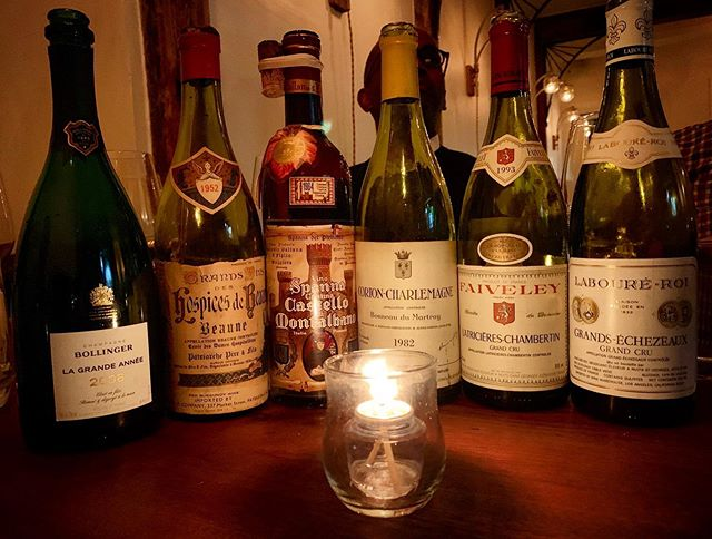This could be your beauty shot. It's Monday night, so that means no corkage. You bring the wine, we open it, you drink it. #theeddynyc #eastvillage #nocorkage #nocorkagefee #nocorkagemondays #wine #nycwine #burgundy #bordeaux #champagne #bollinger #cortoncharlemagne #altopiedmonte #spanna