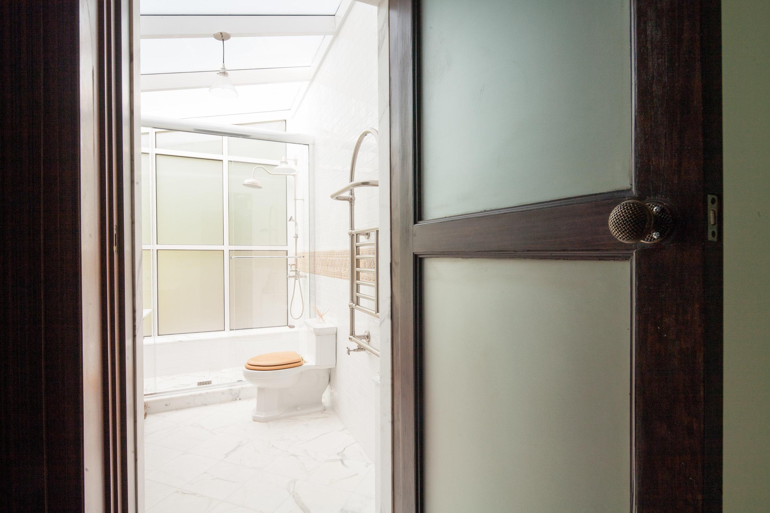 2013-05-07_Crown_Bathroom_Full_6.jpg