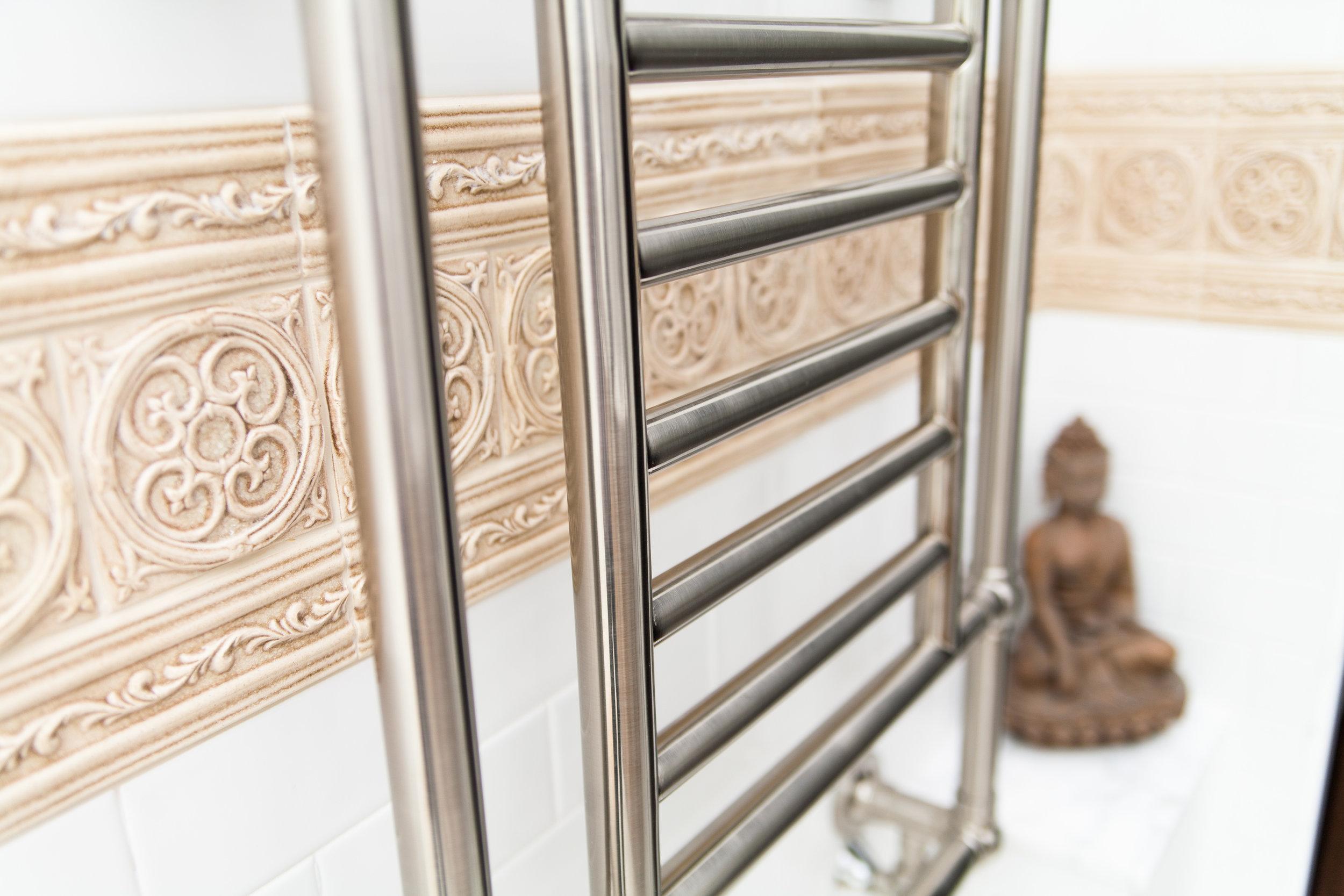 2013-05-07_Crown_Bathroom_Full_13.jpg