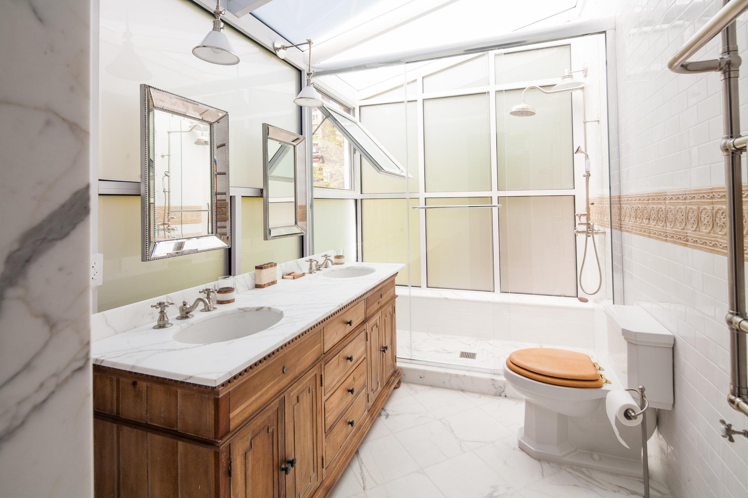 2013-05-07_Crown_Bathroom_Full_24.jpg