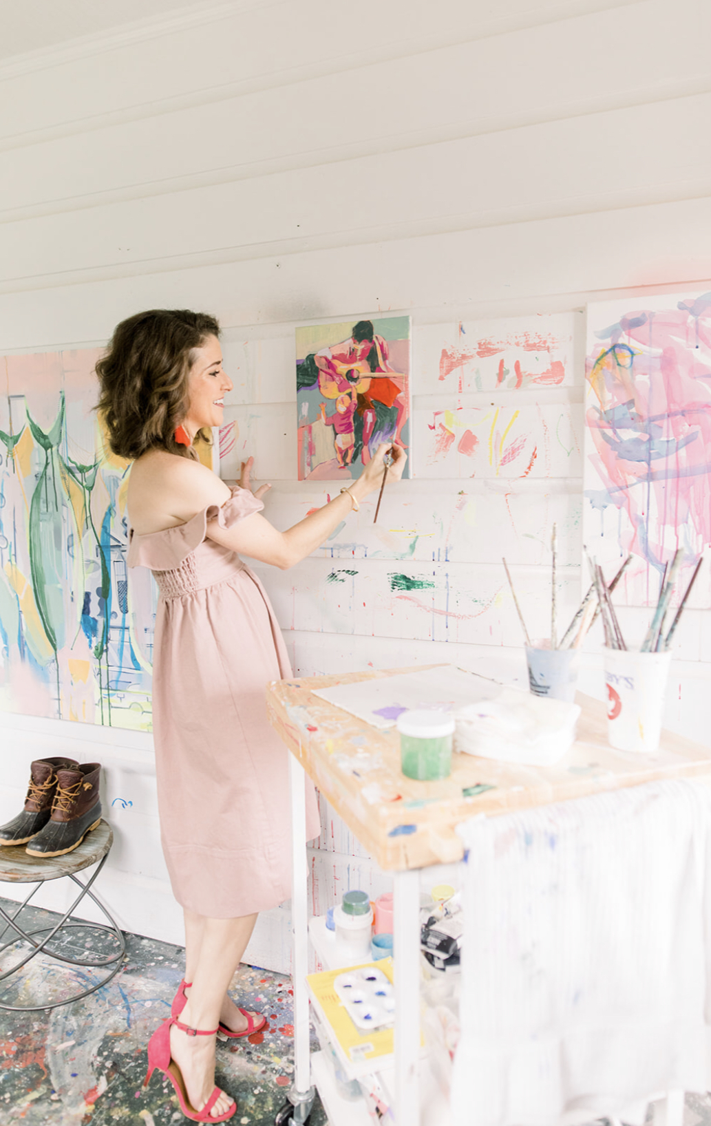 Kimberly Zukley, fine artist and fashionista (EVEN IN THE STUDIO!), painting away! Listen to her story on the Positively Creative Podcast