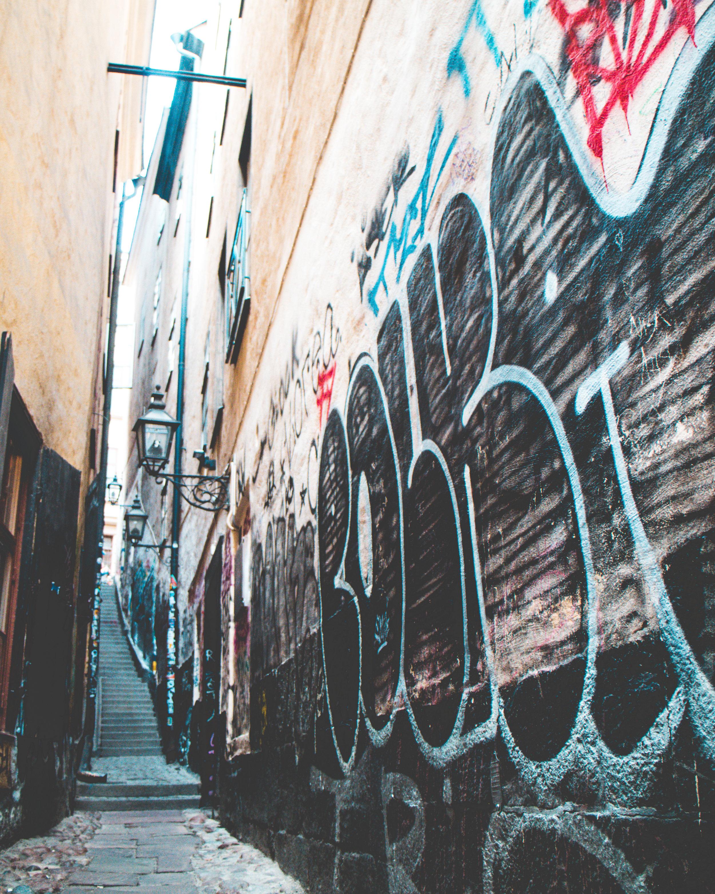Gränd i gamlastan/Alley in the old town