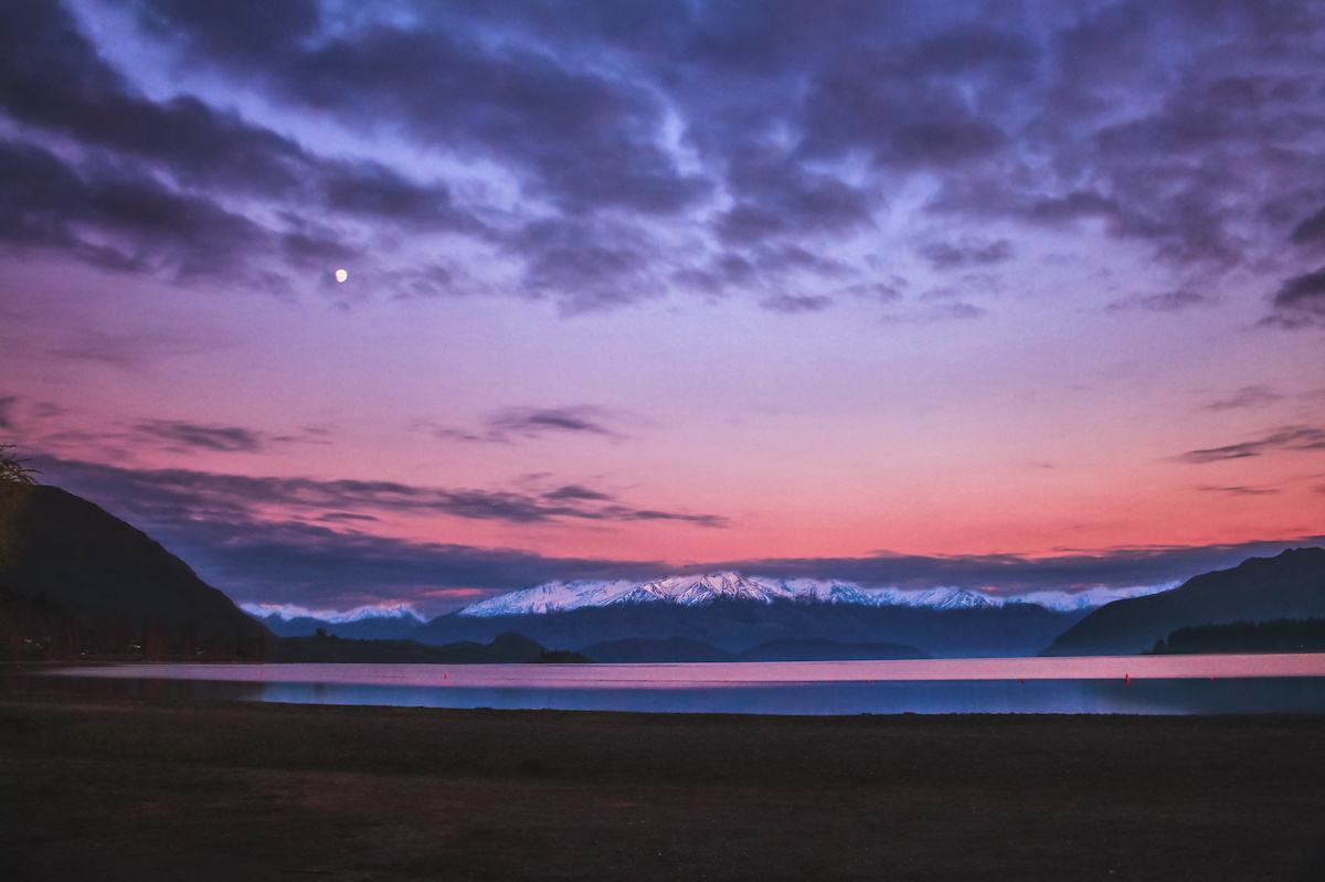 Wanaka - Lakeside - Sunrise - Mountains - NZ