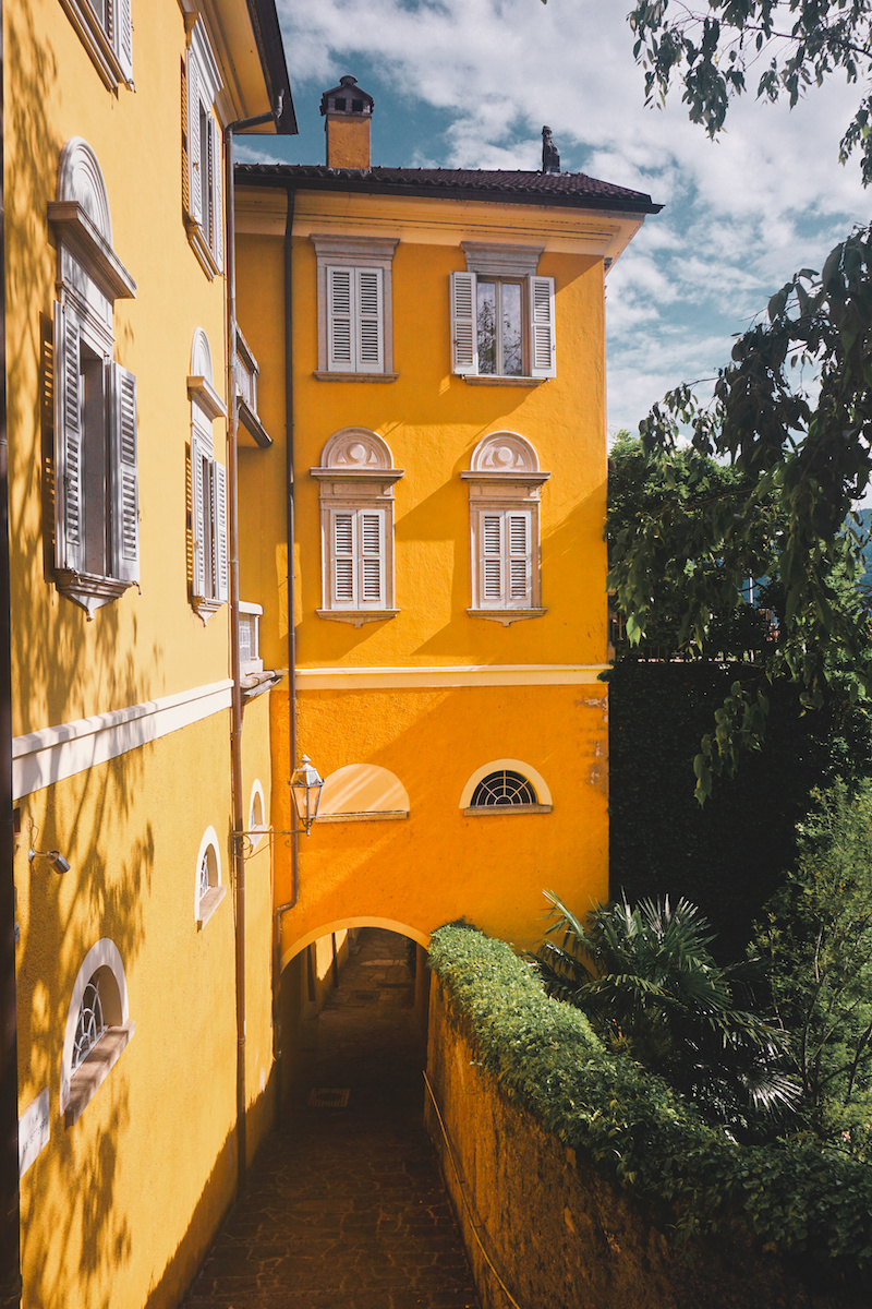 Varenna Yellow House.jpg