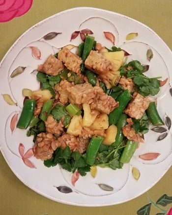 Tempeh Scramble  is a perfect dish for a 'Meatless Monday'. Check out the  recipe here  and see how  Tam John , Author of ' A Fresh Wellness Mindset ' and founder of the  EatRight-LiveWell™  integrative and functional approach to smarter self care created this beautiful delicious dish.