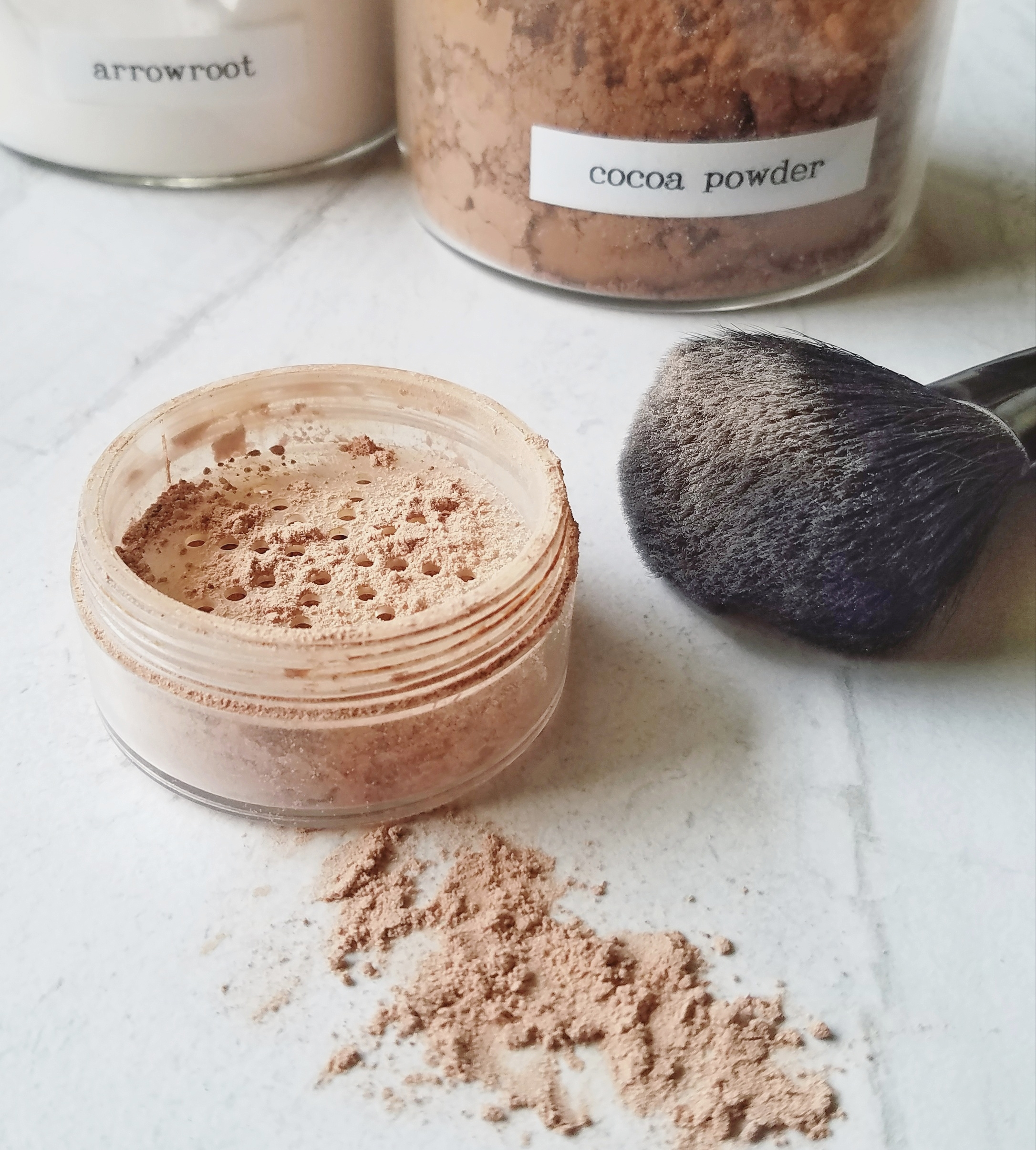 DIY Loose Powder Face Makeup :: Non-Toxic Beauty