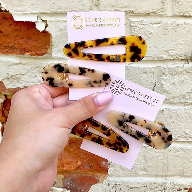NEW! ⚡️ These oversized resin hair clips just hit the floor! You NEED these! 👊🏻 Perfect for summer pool days, morning makeup routines or when you're just straight up having a bad hair day 😑 $15 in store, via text or direct message! #lovesaffect #istillneedamanicure