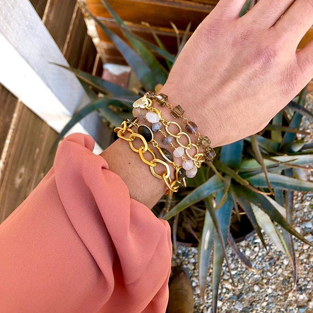 Saturday stack featuring the 𝒞𝒶𝓇𝓁𝓎 💓 Why the name? Well, duh..they're my absolute favorite style this season! ✨ Come shop with us today and start your very own stack! #lovesaffect #lovesaffectjewelry