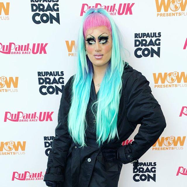 This kind of love is getting expensive Jacket: @versace  Hair: @wigsbyvanity  Bag: @lamb - - - - - - - #drag #dragqueen #teendragqueen #makeup #eyeliner #teendrag #rpdr #gay #gayteen #queen #lips #gaymua #eyeshadow #teenmua #teenqueen #dragrace #teenmua #malemua #malemuas #lgbt #lgbtq #rupaulsdragrace #eyes #colorful #fashion #nyc #dragcon