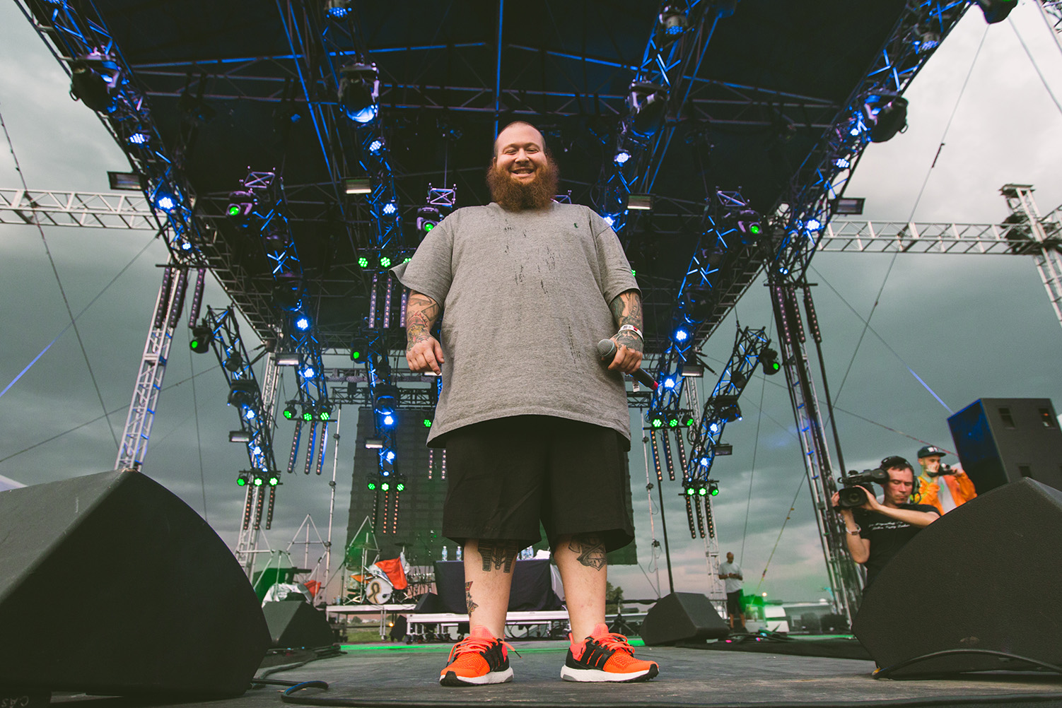 action-bronson-looking-at-camera-sasquatch-2015-bigfoot-stage-performance-hip-hop.jpg