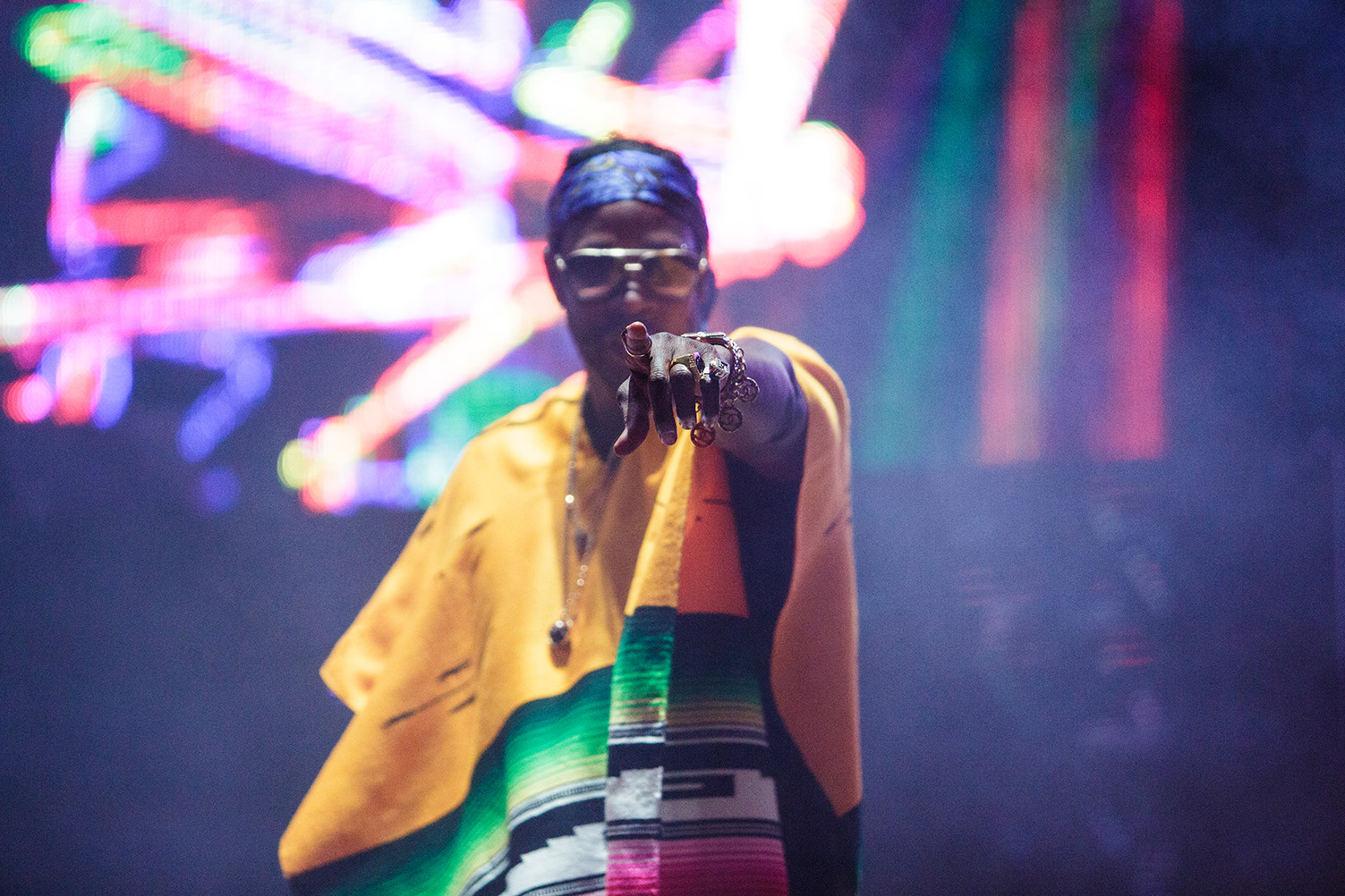 2chainz-finger-red-rocks-amphitheatre-colorado-mad-decent-block-party.jpg