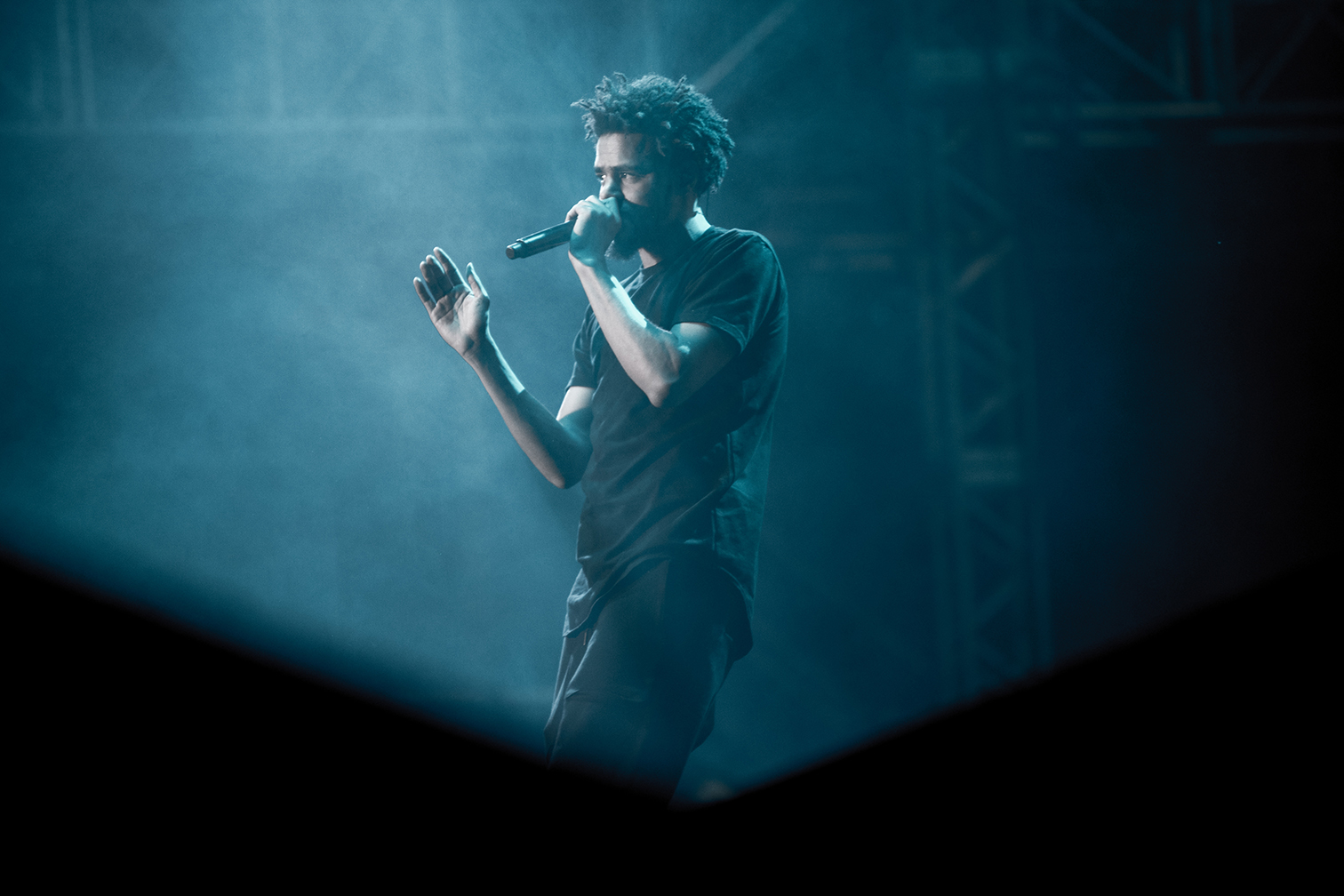 j-cole-pemberton-music-festival-jcole-hip-hop-rap-music-blue.jpg