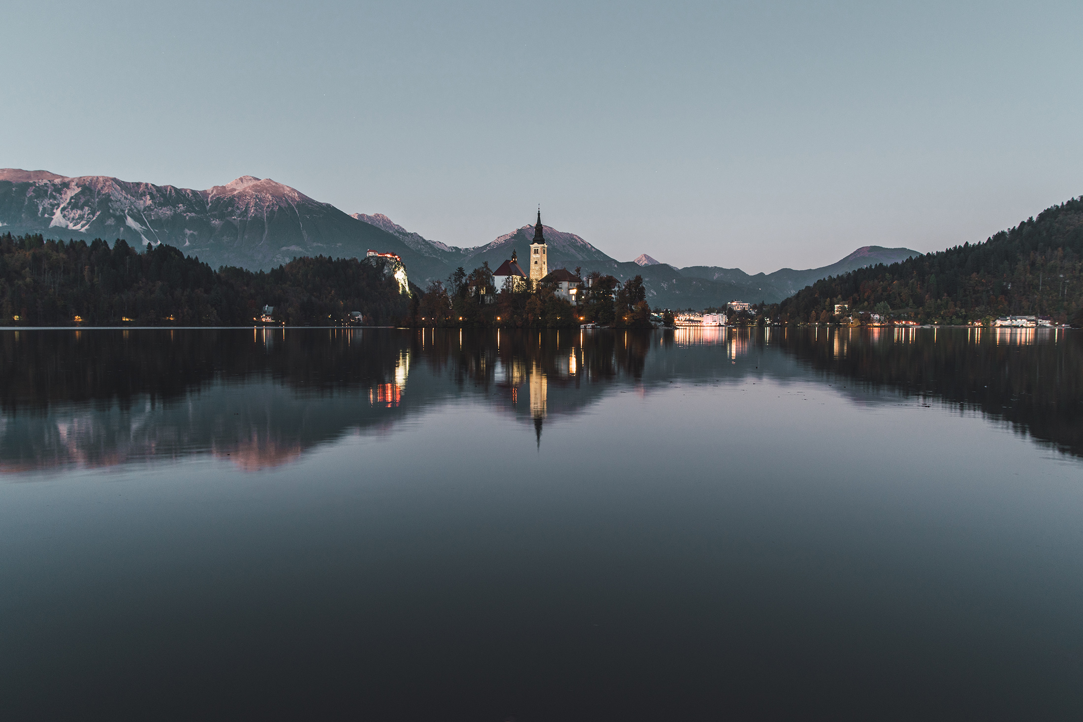 lake-bled-at-sunset-slovenia-slovenija-autumn-fall-lights-mountains-alpenglow.jpg
