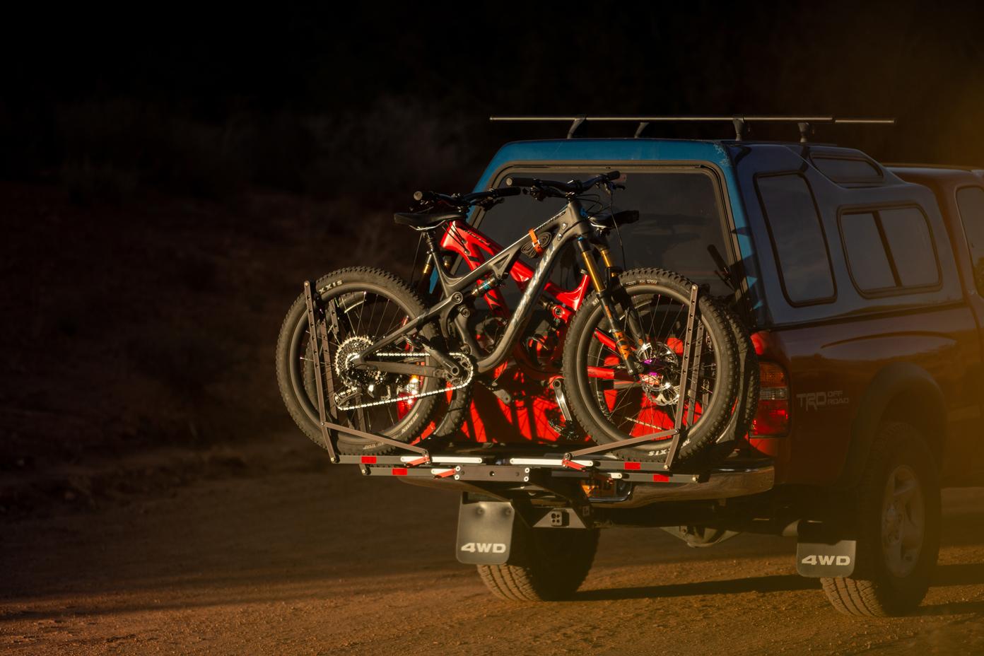 1up-usa-black-heavy-duty-double-rack-southern-utah-sunset.jpg