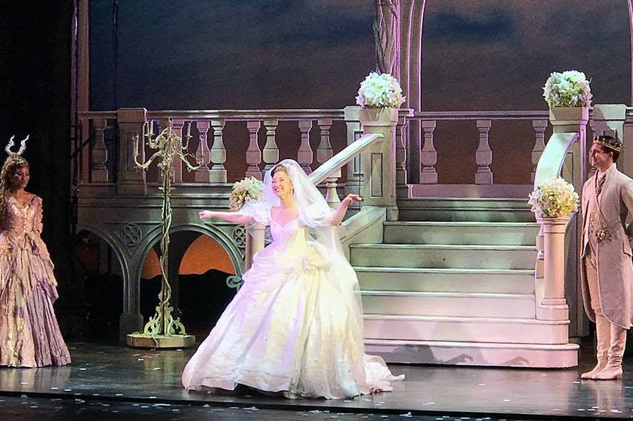 Delphi bows as Cinderella